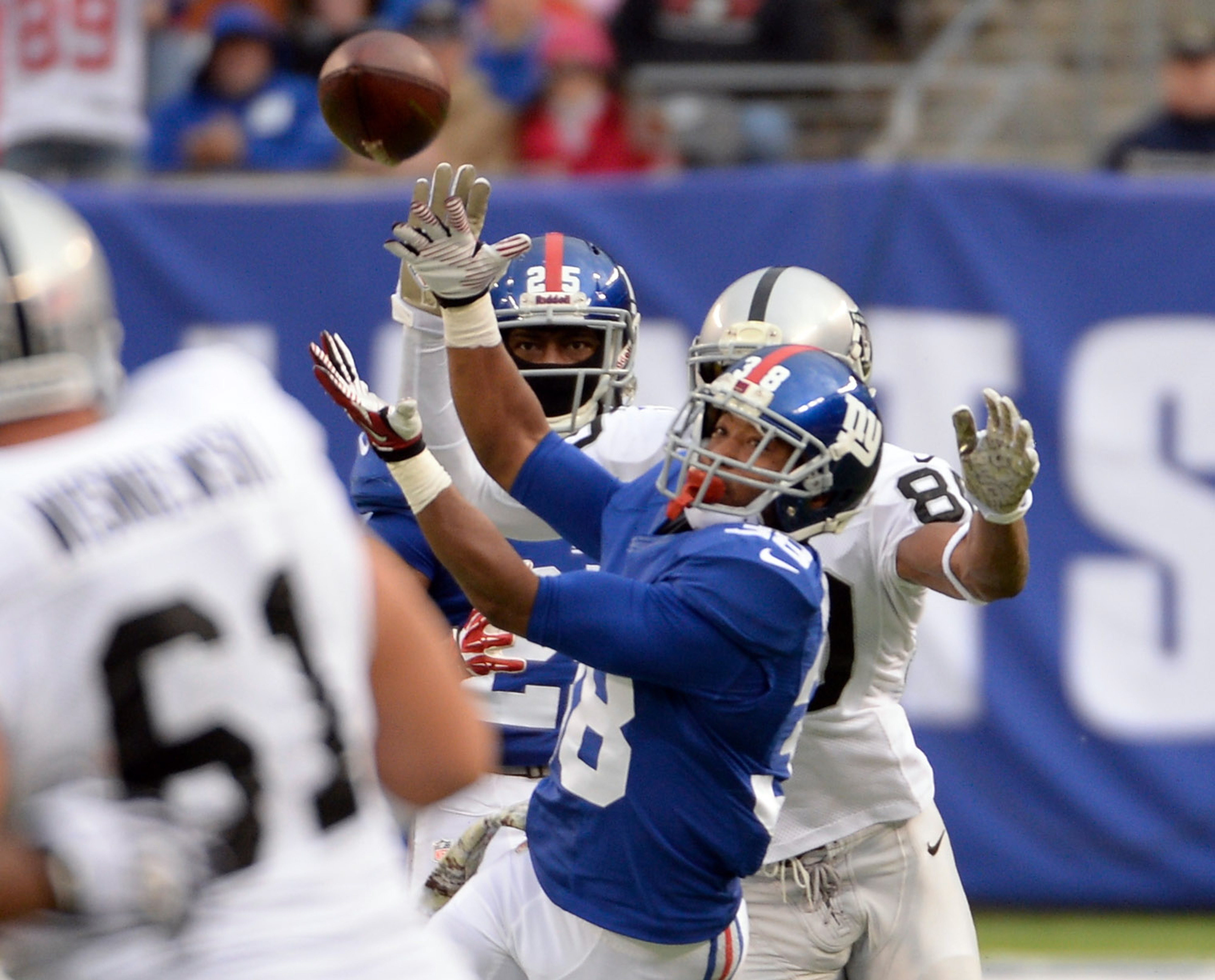 Trumaine McBride breaks up a pass against the Oakland Raiders
