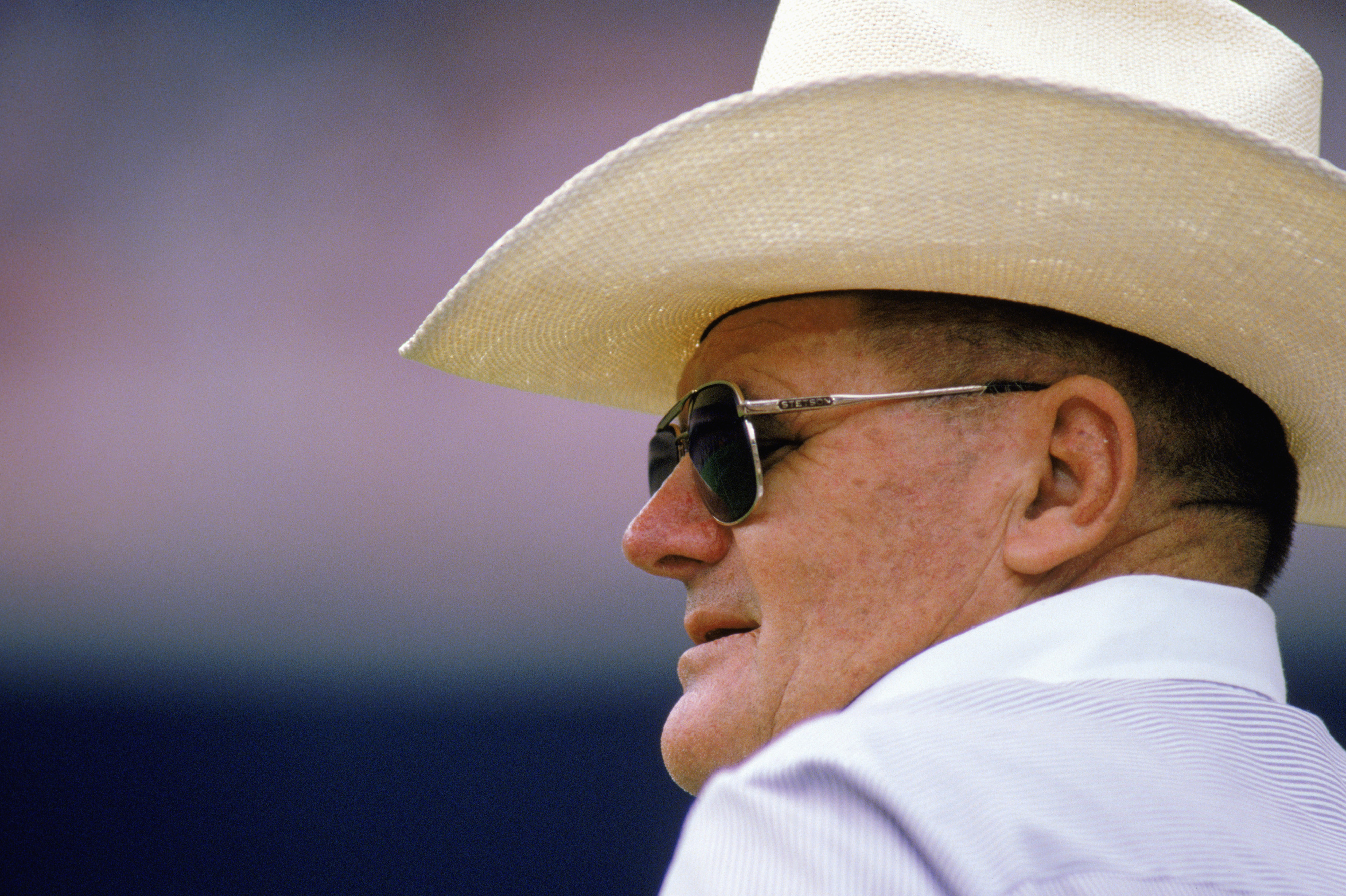 A head coach who wears cowboy hats... try picturing this in today's NFL.