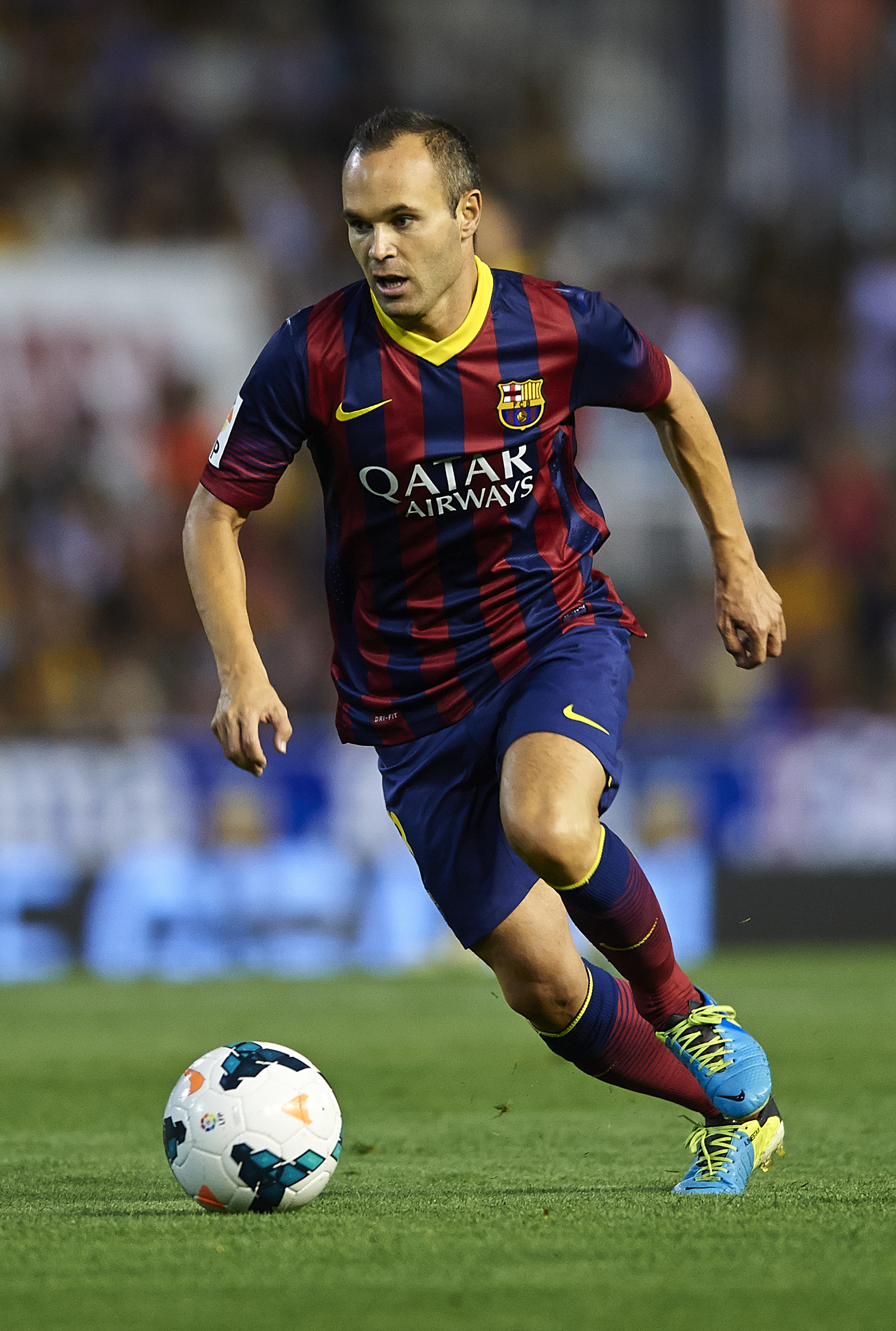 Andres Iniesta signs new Barcelona deal until 2018