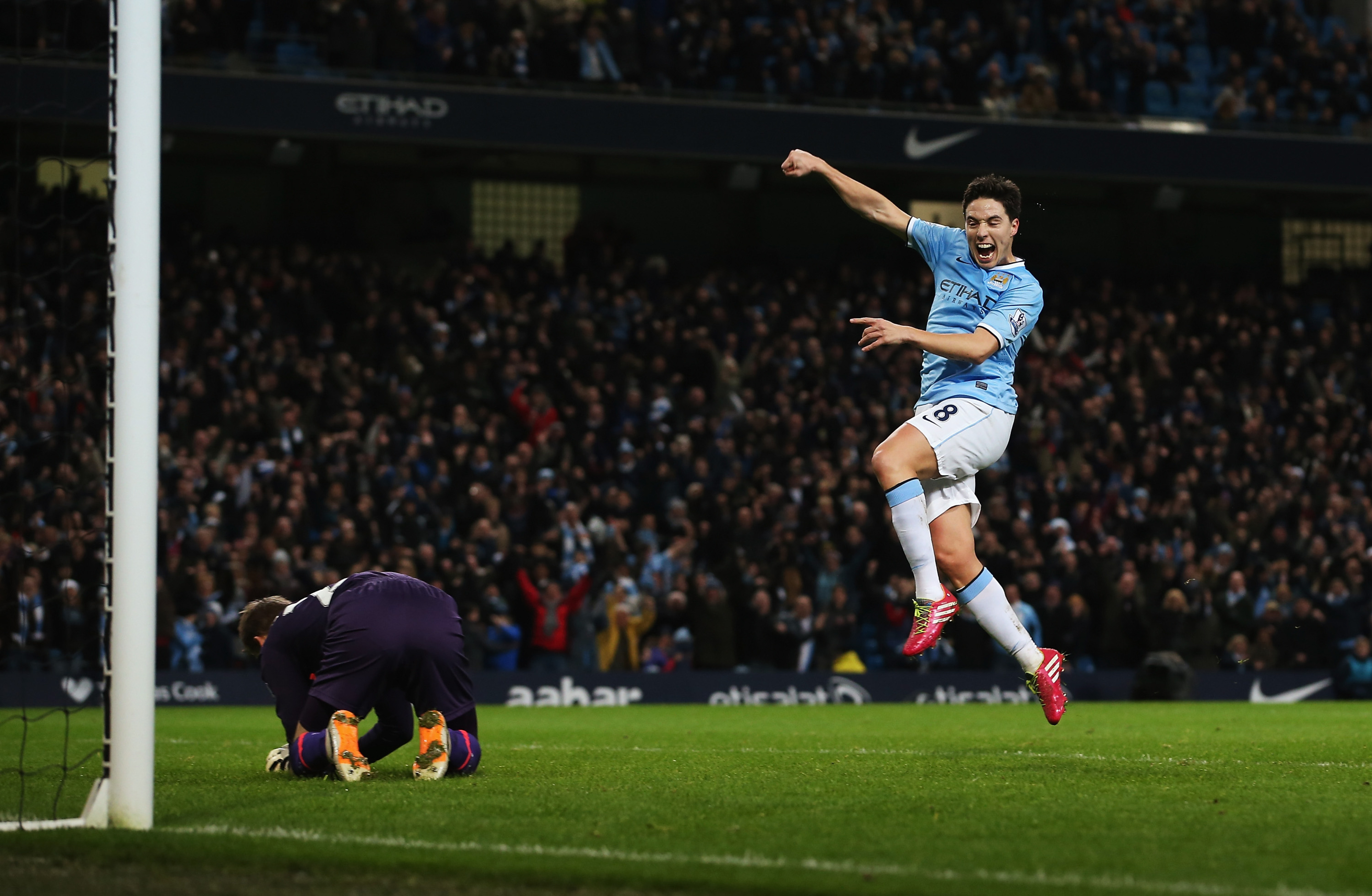 Luis Suarez sensational, but short on help in loss at Manchester City