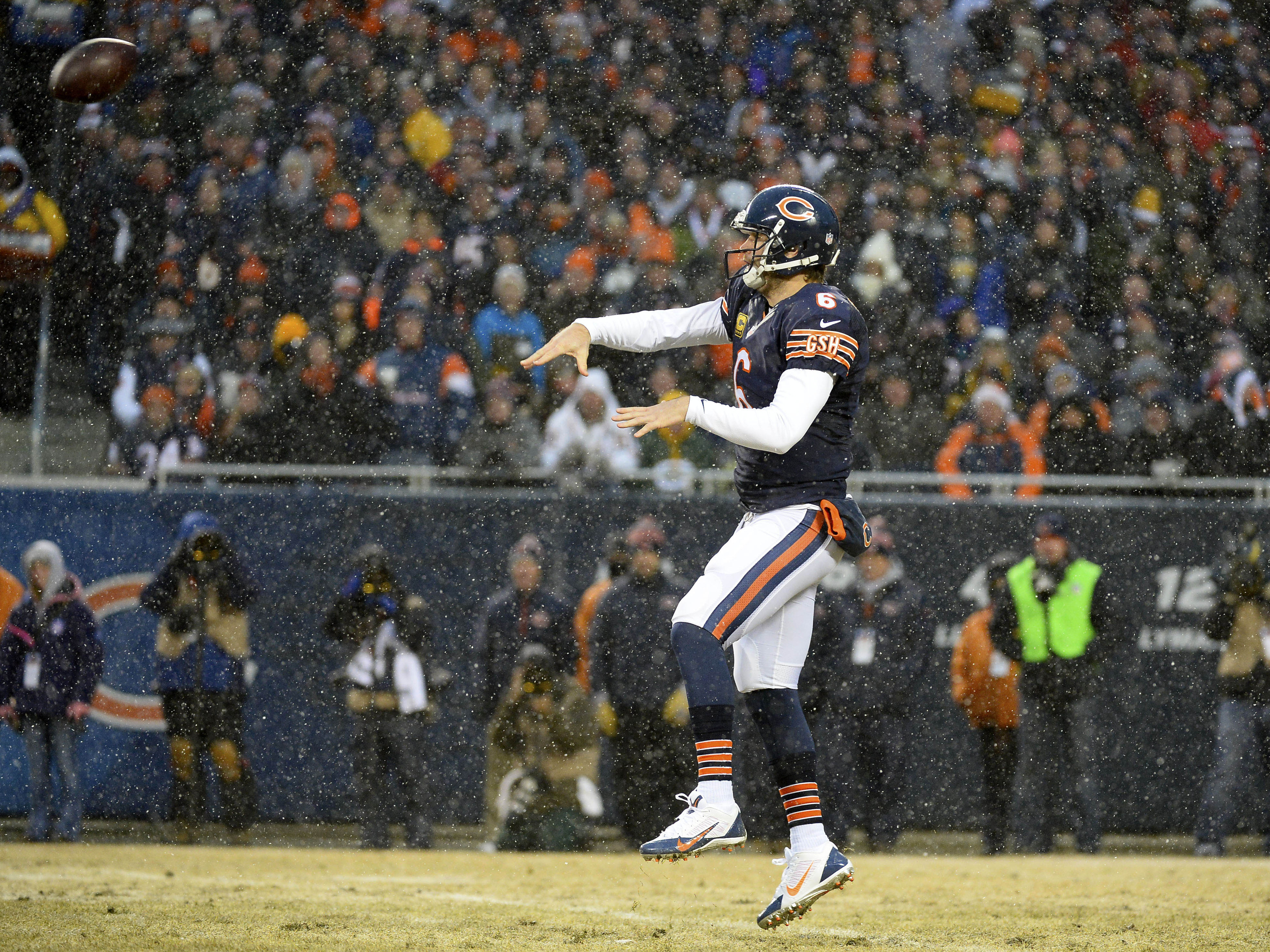 The Bears bet big on Jay Cutler with new contract extension