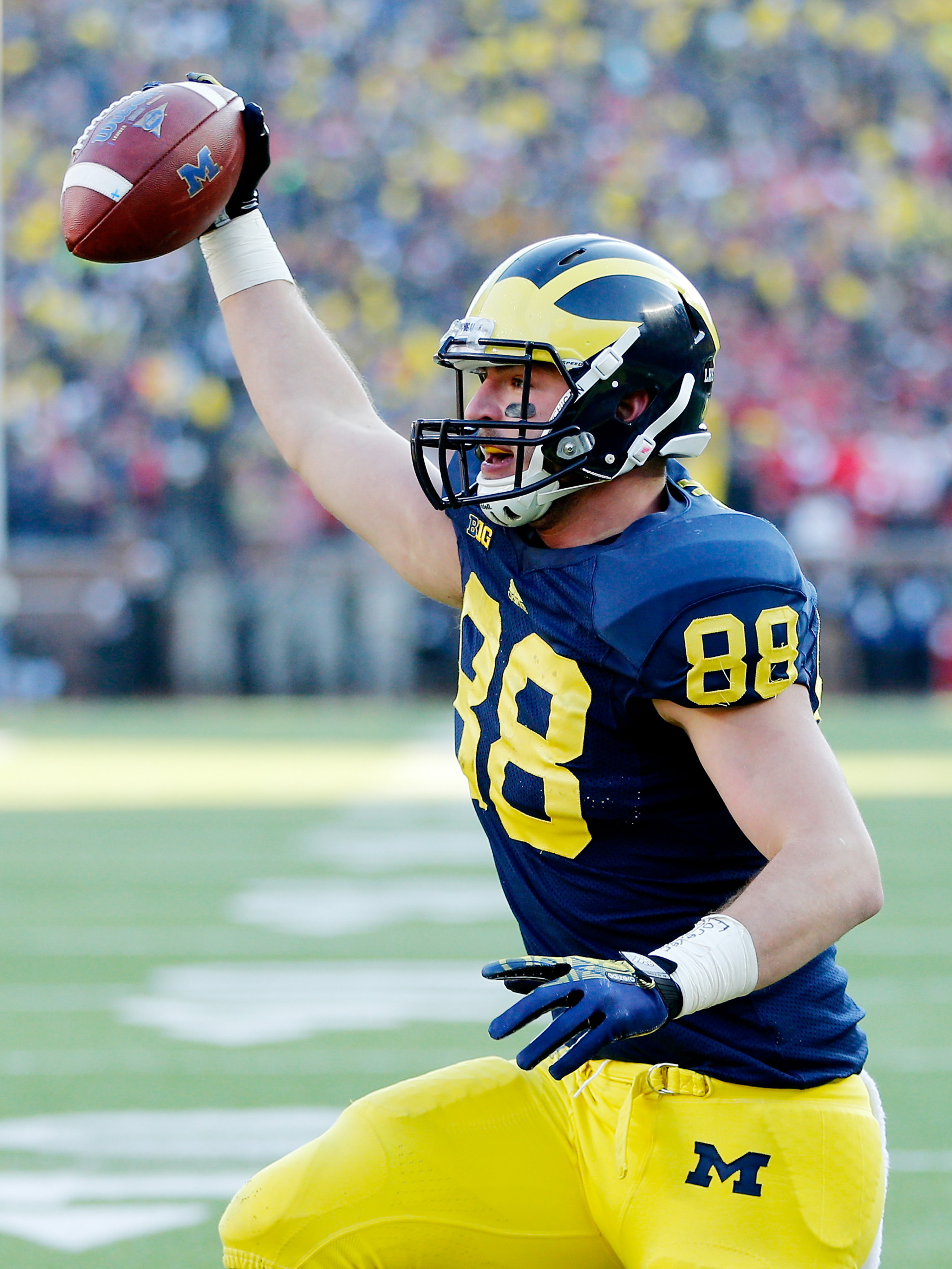 Chris Clark may be similar to current Wolverine Jake Butt (#88).