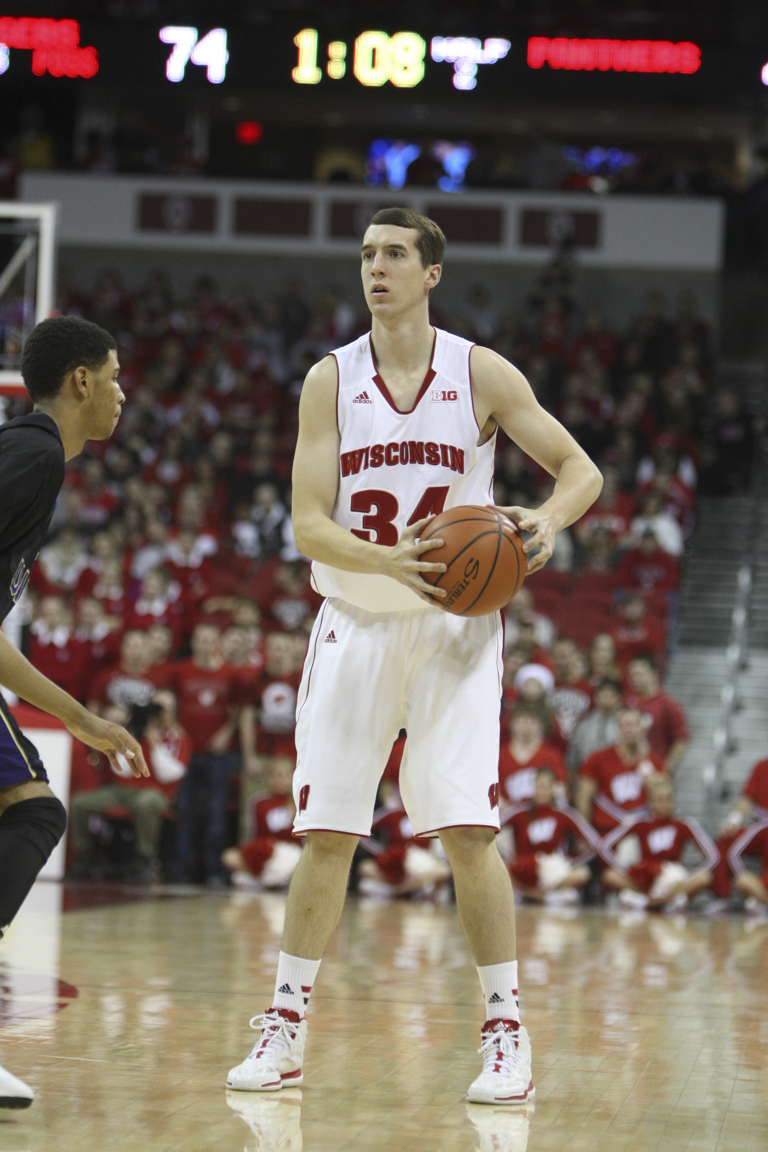 It's true. Senior Zach Bohannon sported a sweet side-part in live game action.
