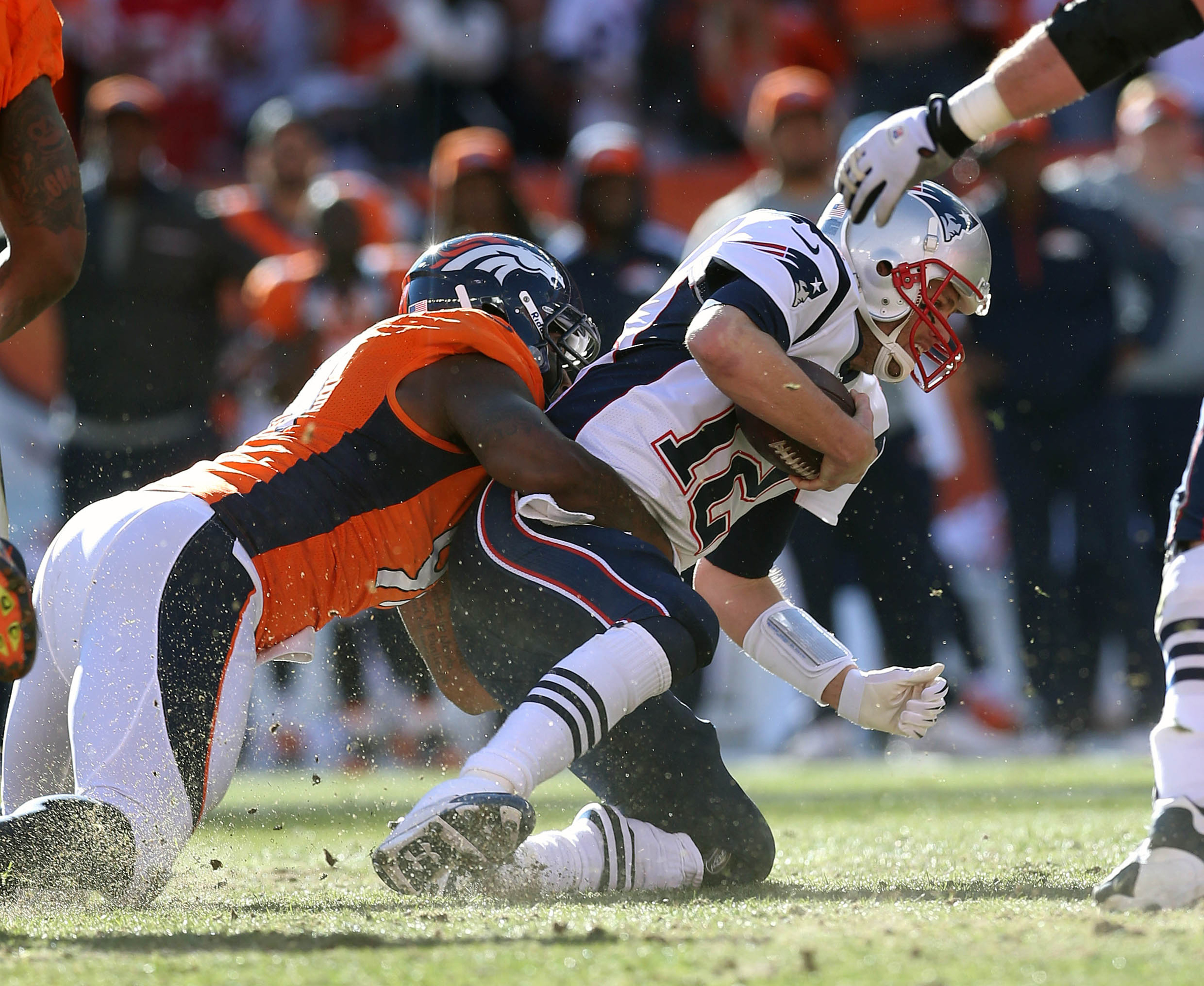 Robert Ayers has one thing Giants' fans should like -- familiarity with sacking Tom Brady
