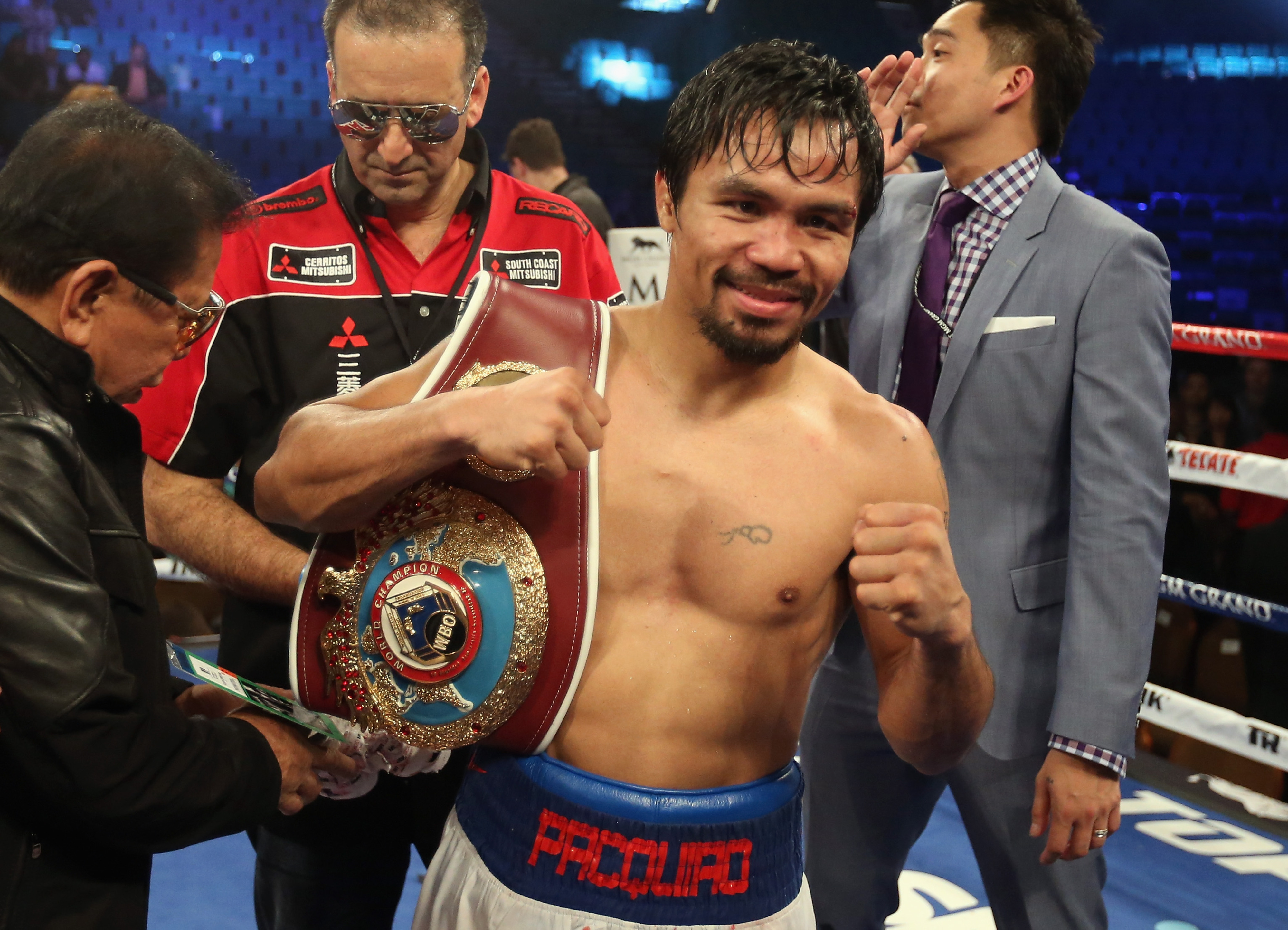 Manny Pacquiao defeats Timothy Bradley to win WBO welterweight title