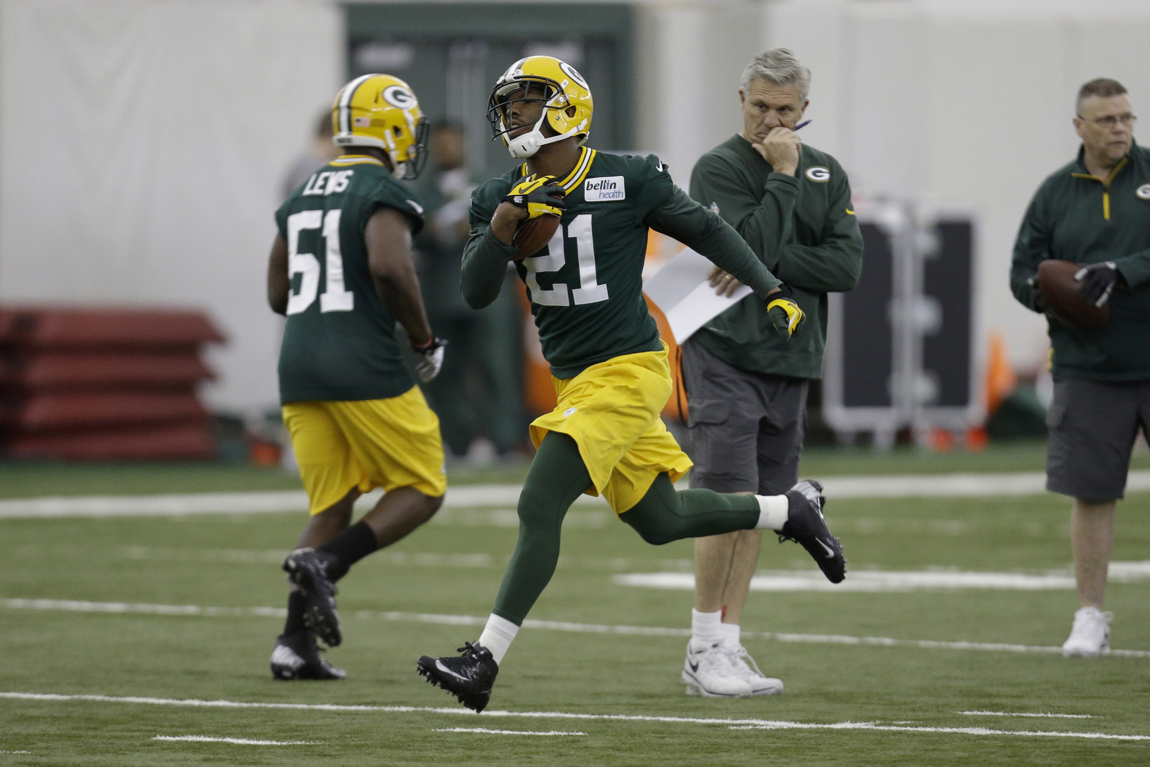 Ha Ha Clinton-Dix (21) and Shaun Lewis (51) work at the Packers' rookie camp.