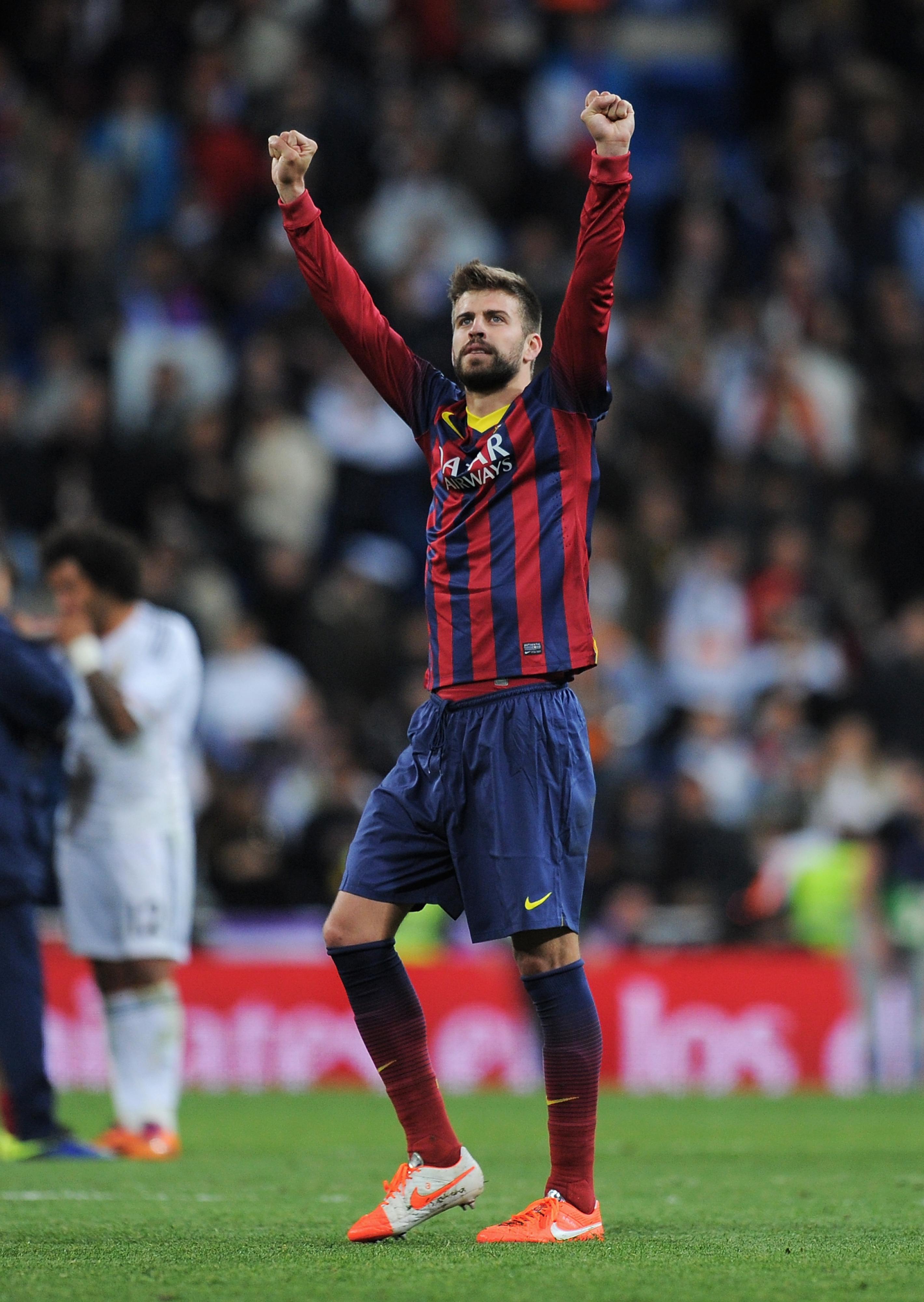 Gerard Pique extends Barcelona contract through 2019