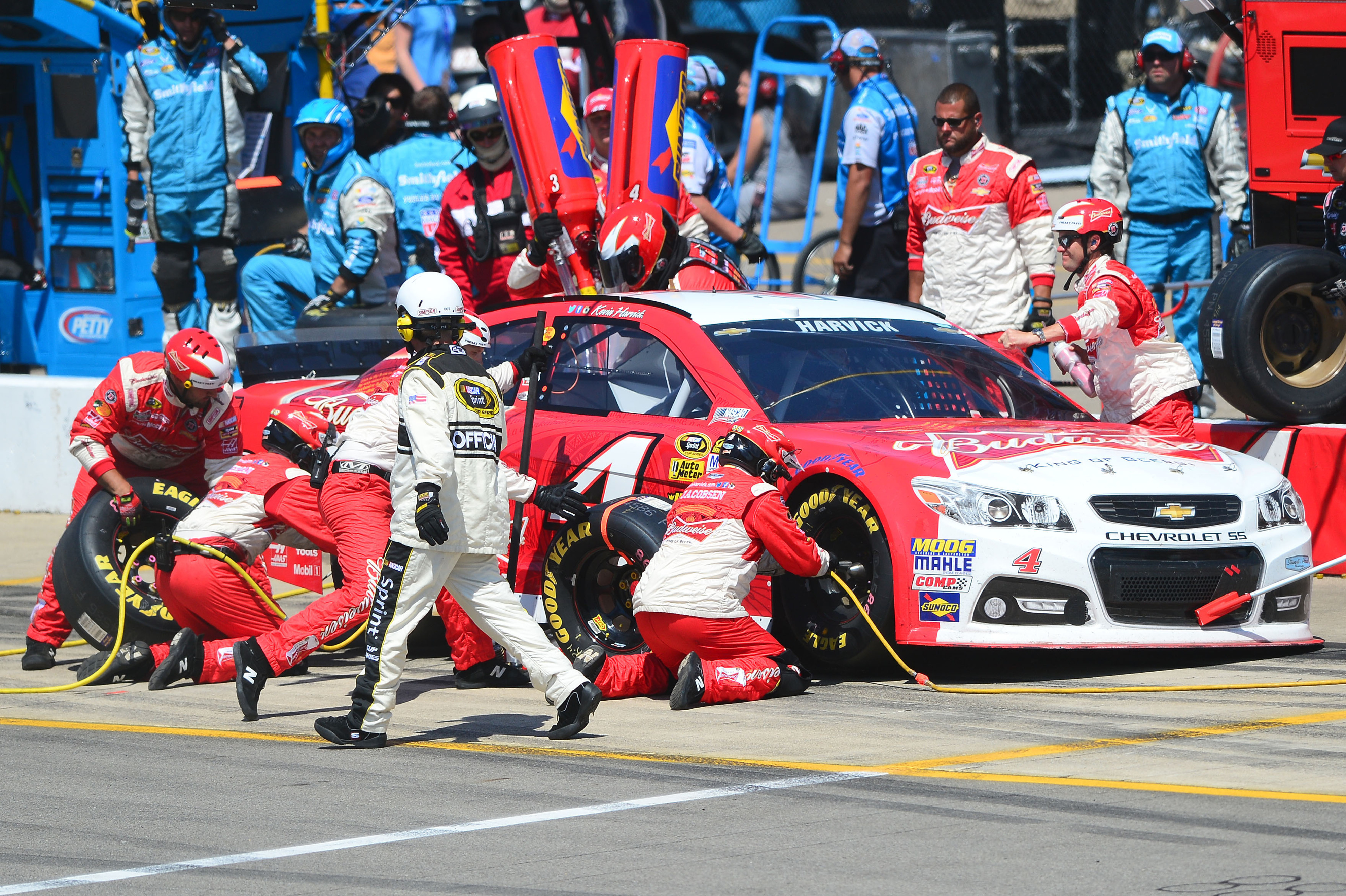 Quicken Loans 400: Kevin Harvick finishes 2nd, questions team strategy