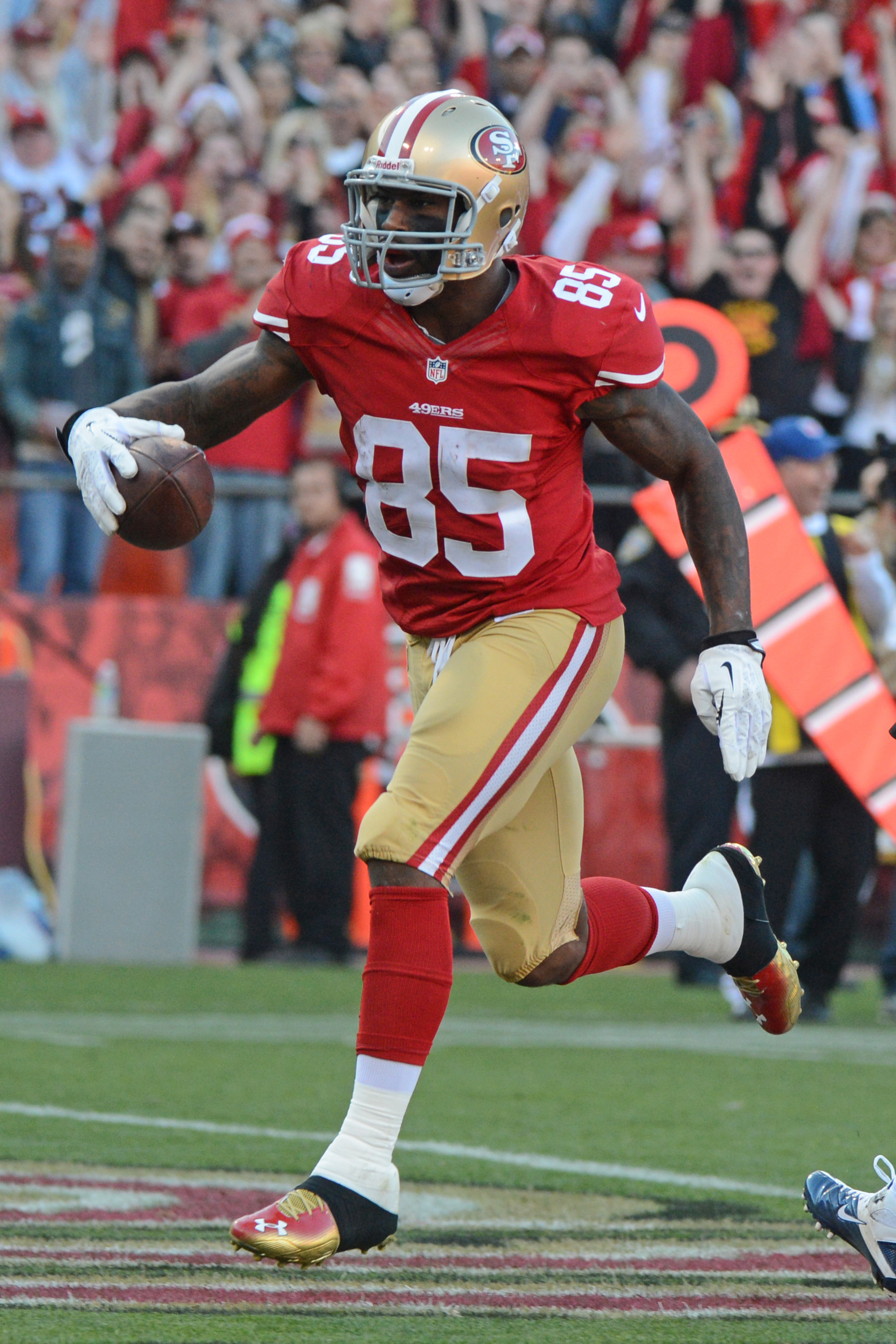 Vernon Davis says he's holding out, days after saying he wouldn't