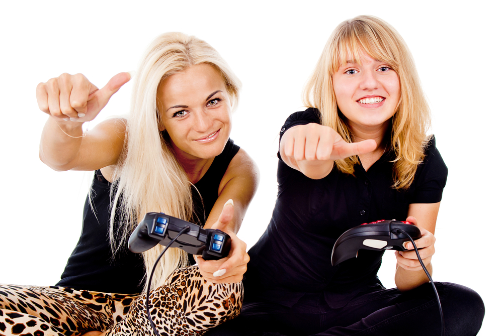 Study says women gamers are more accepted when playing nice; opposite is true for men