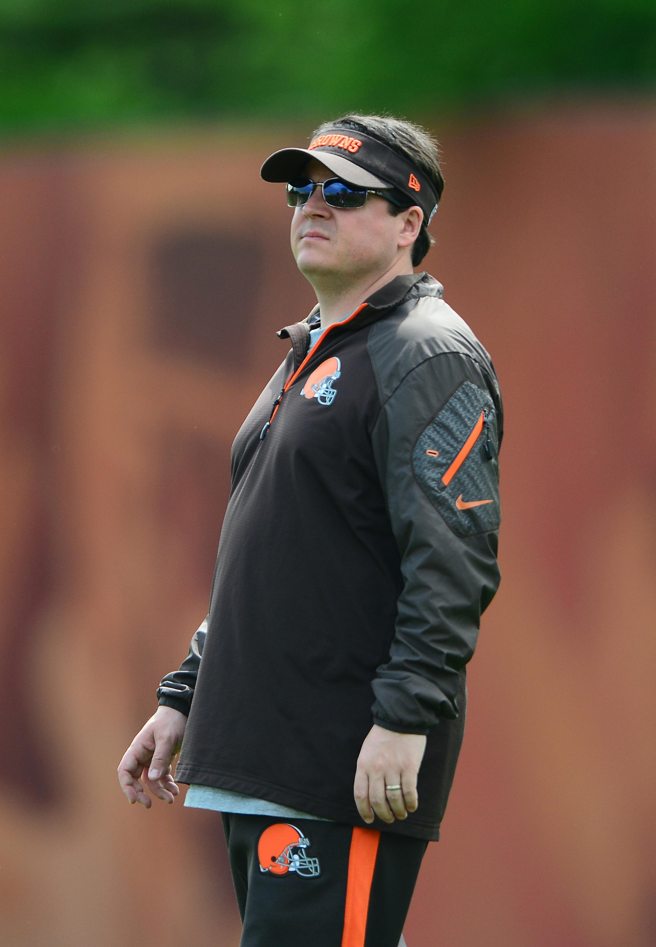 Browns QB's coach Dowell Loggains.