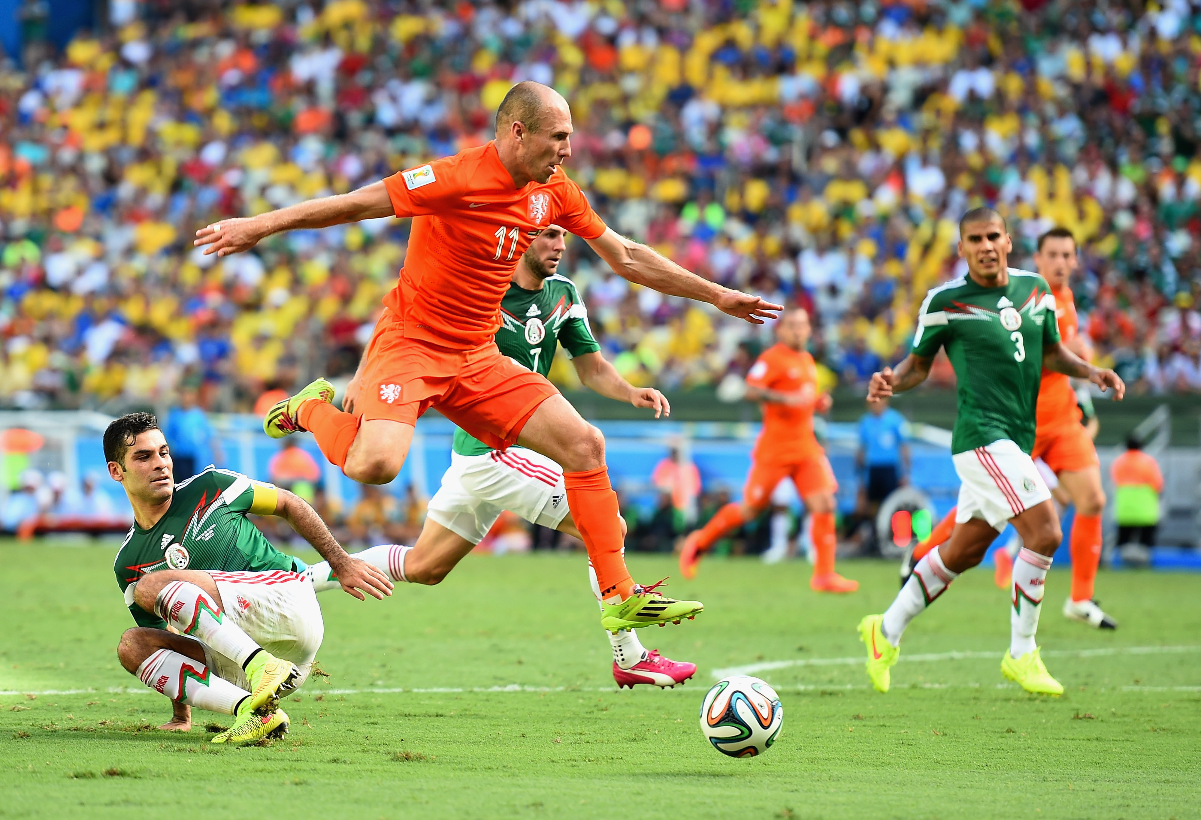 Arjen Robben admits diving during Mexico game