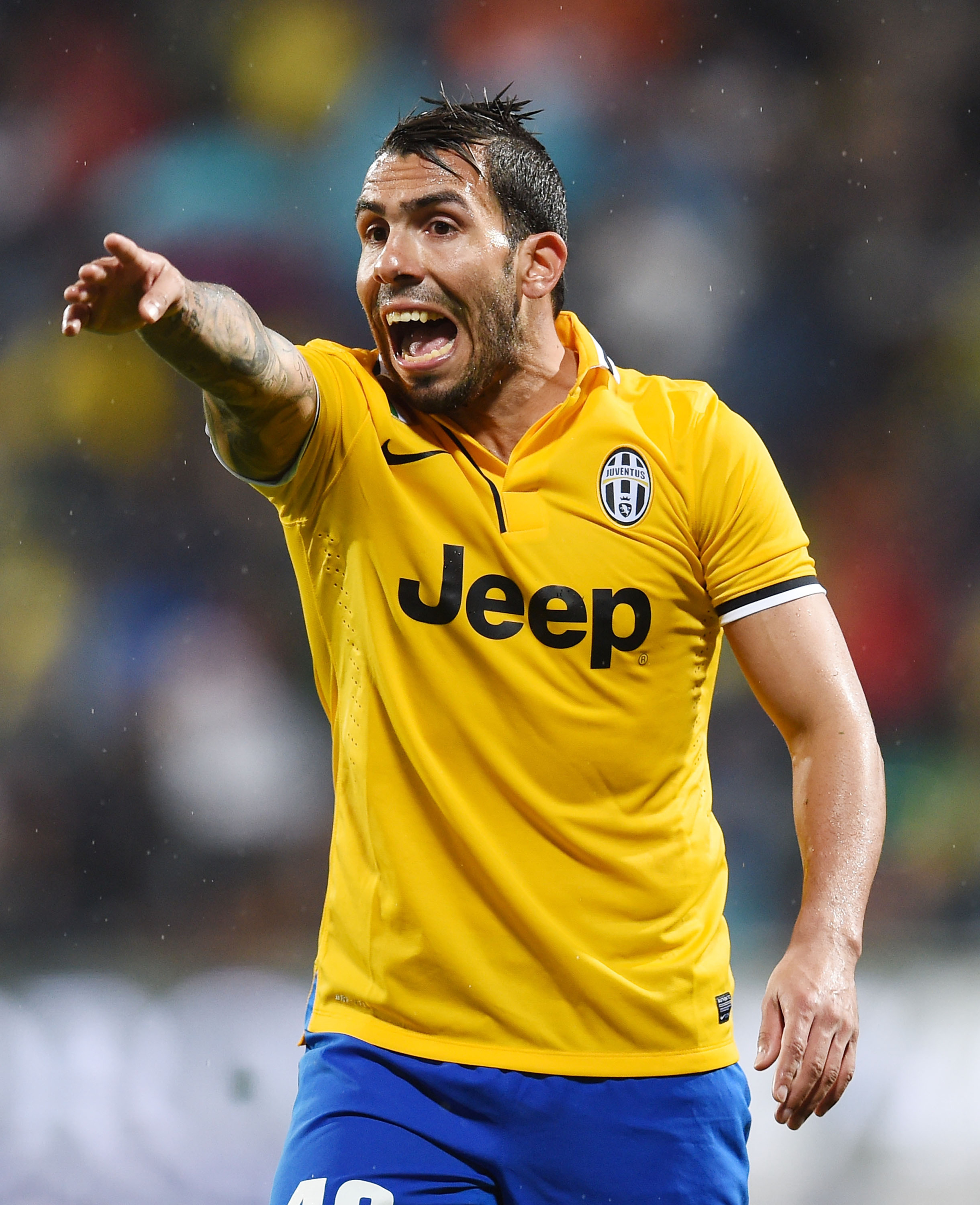 Carlos Tevez's father kidnapped, released