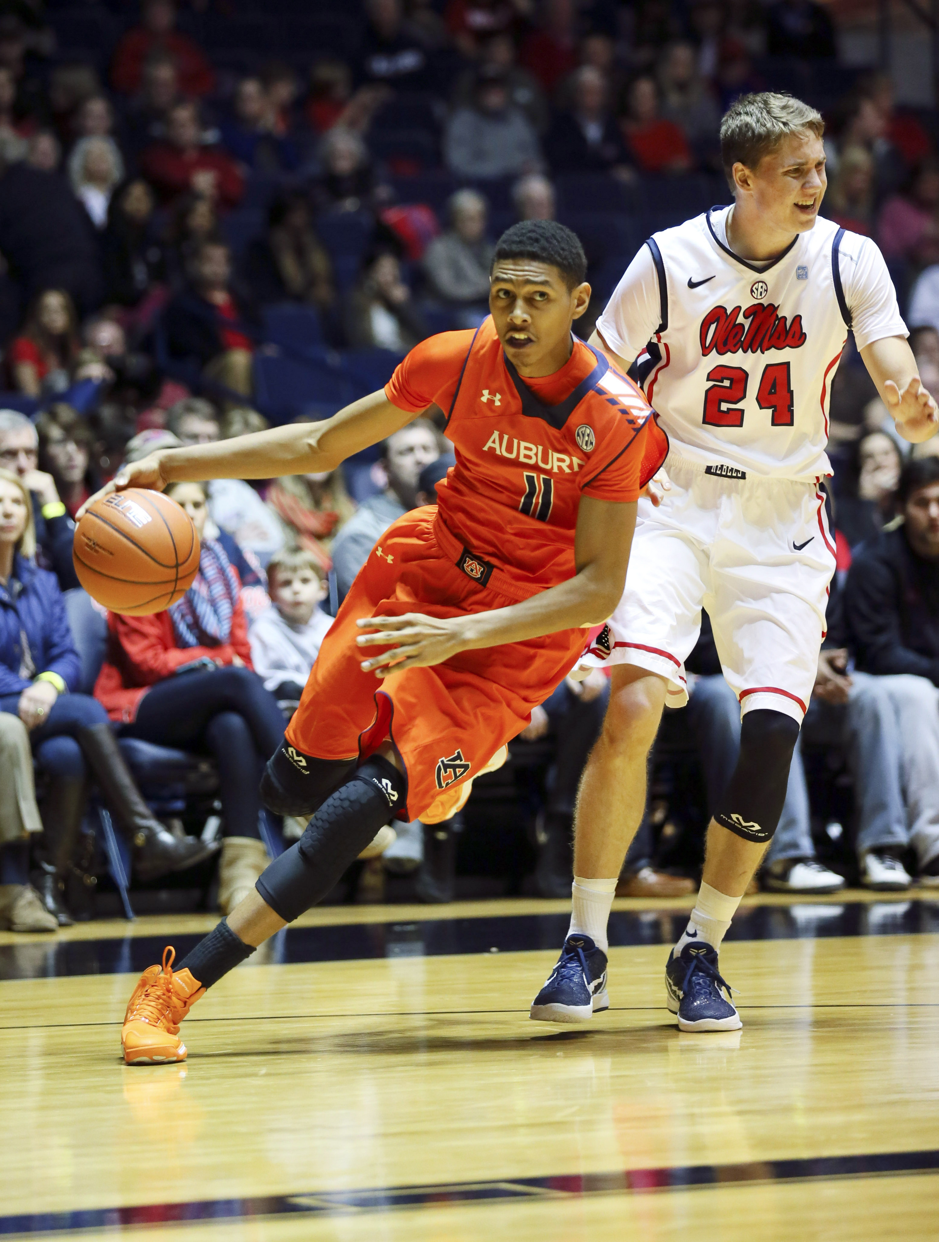 Auburn's Dion Wade will transfer to Miami.