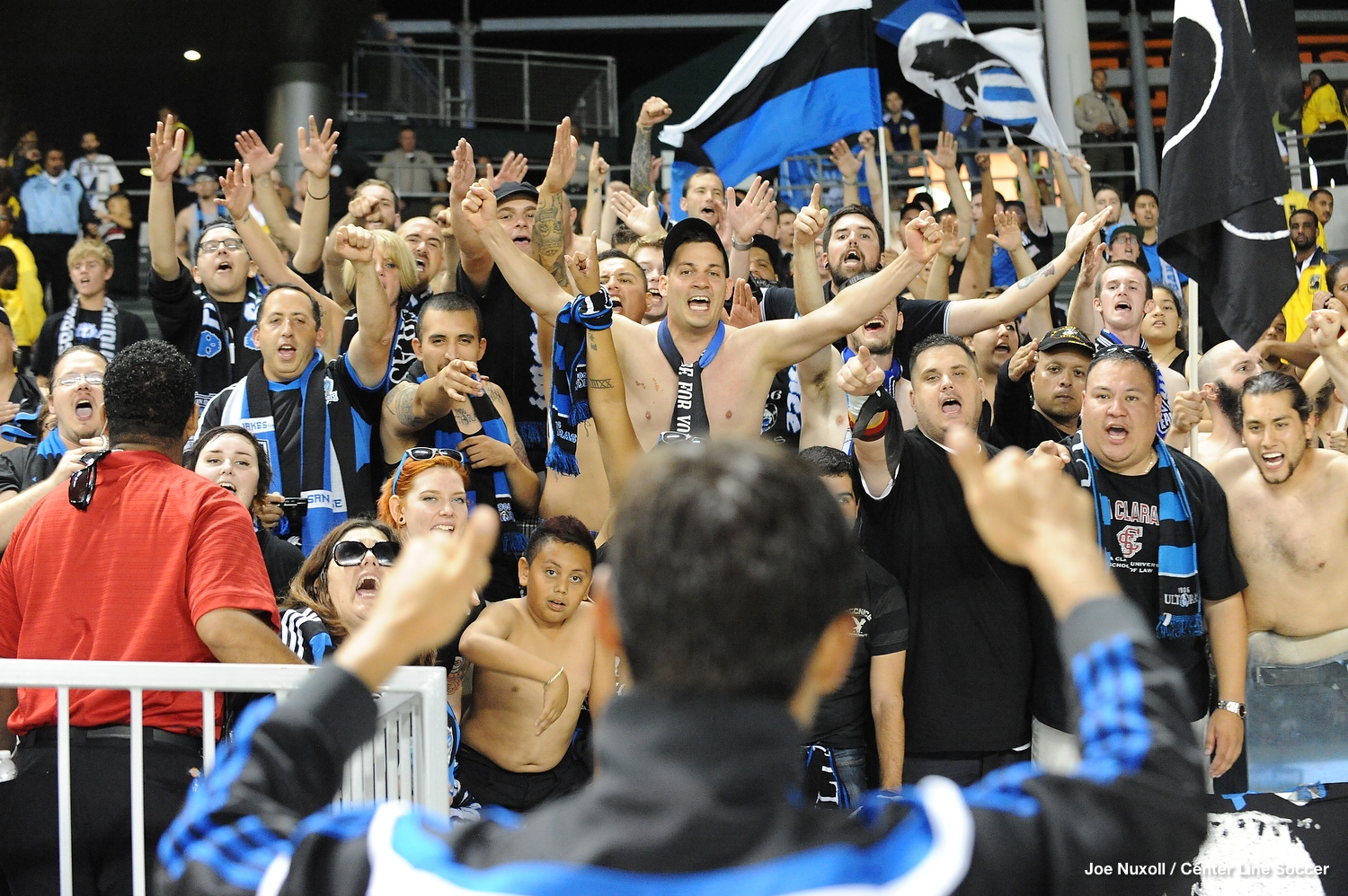 Wondo thanks the Ultras after a 2-2 tie in enemy territory