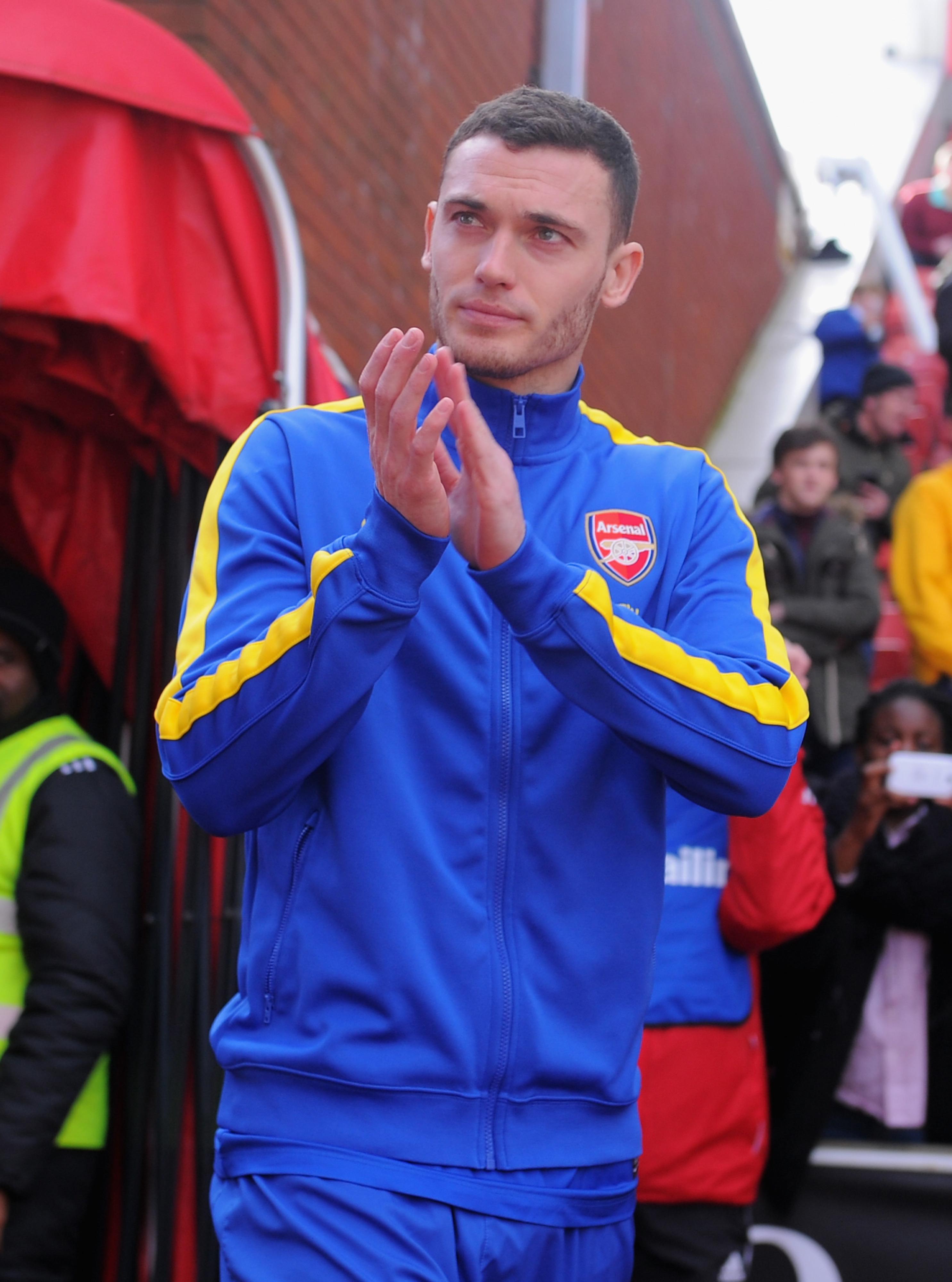 Barcelona sign Thomas Vermaelen from Arsenal