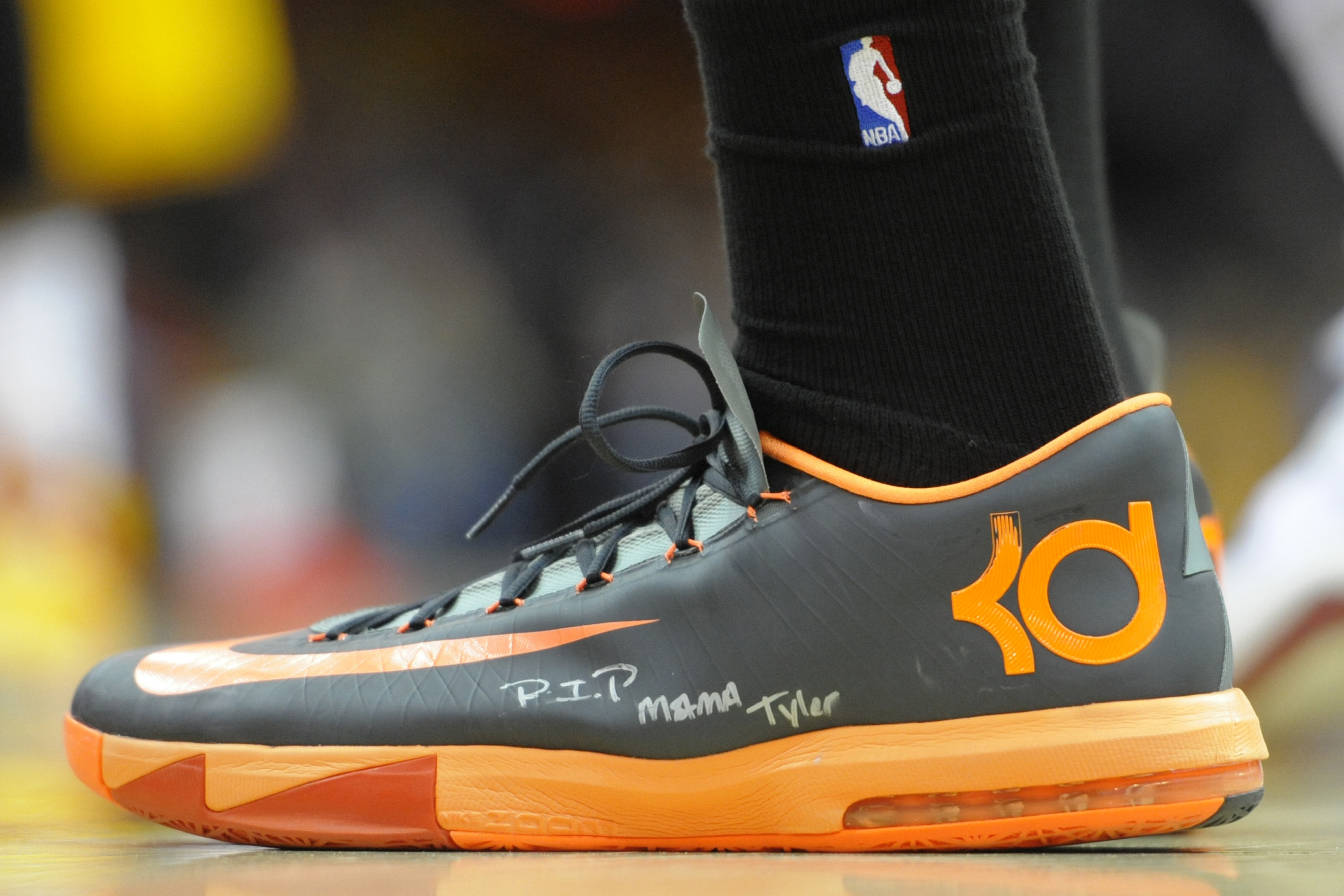 Kevin Durant to stay with Nike over Under Armour, according to report