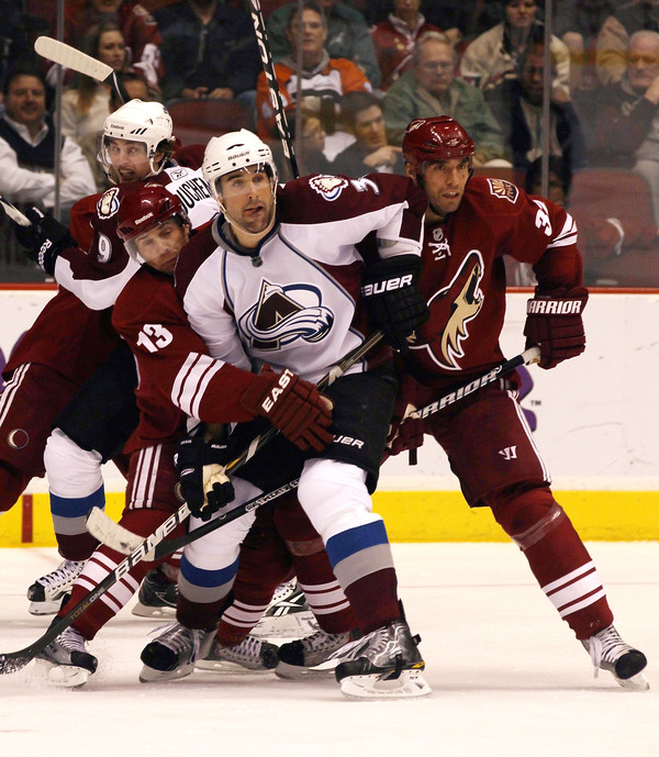 Ray Whitney: Photobombing even while playing.