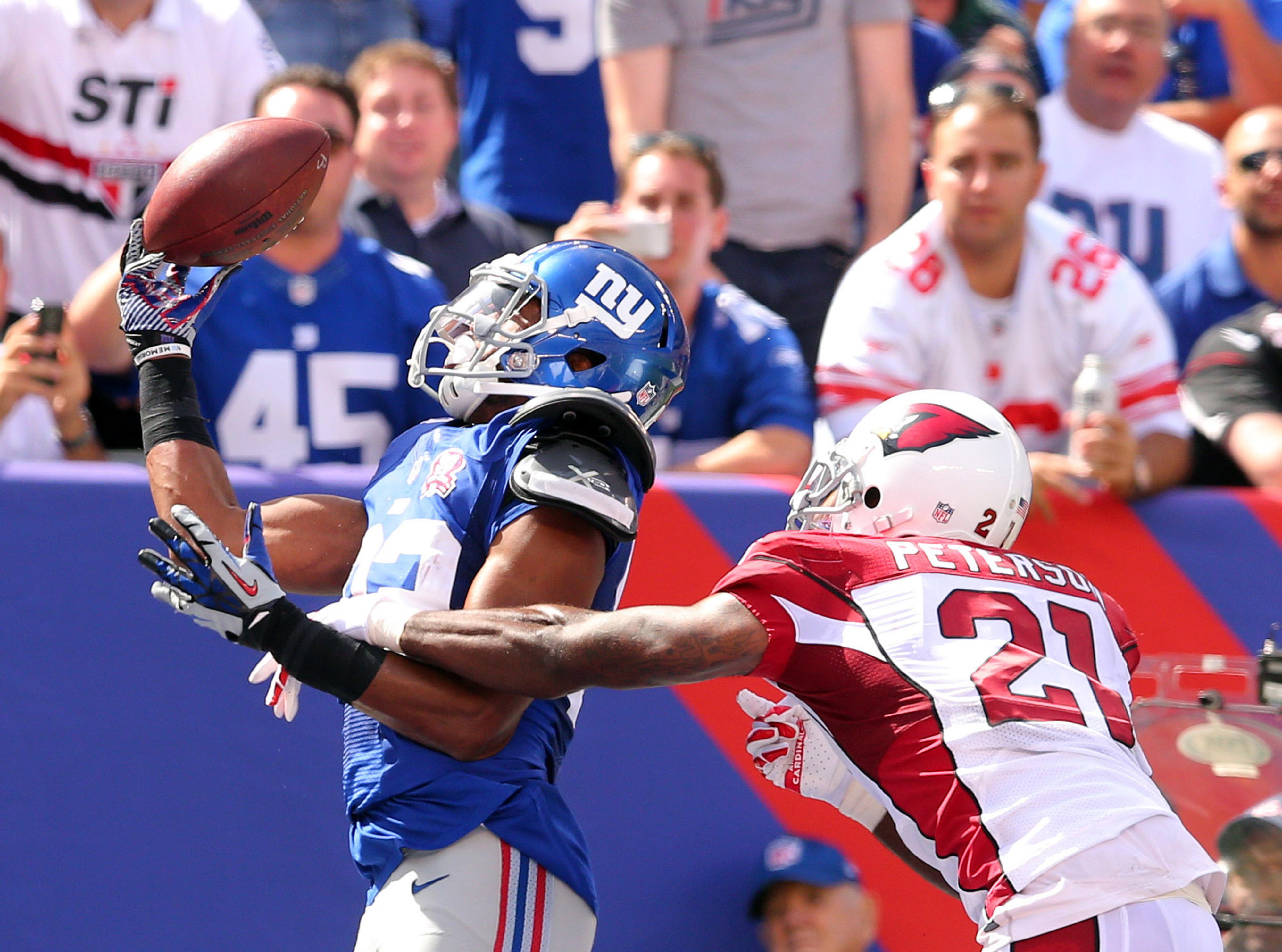 Rueben Randle catches a touchdown pass on Sunday