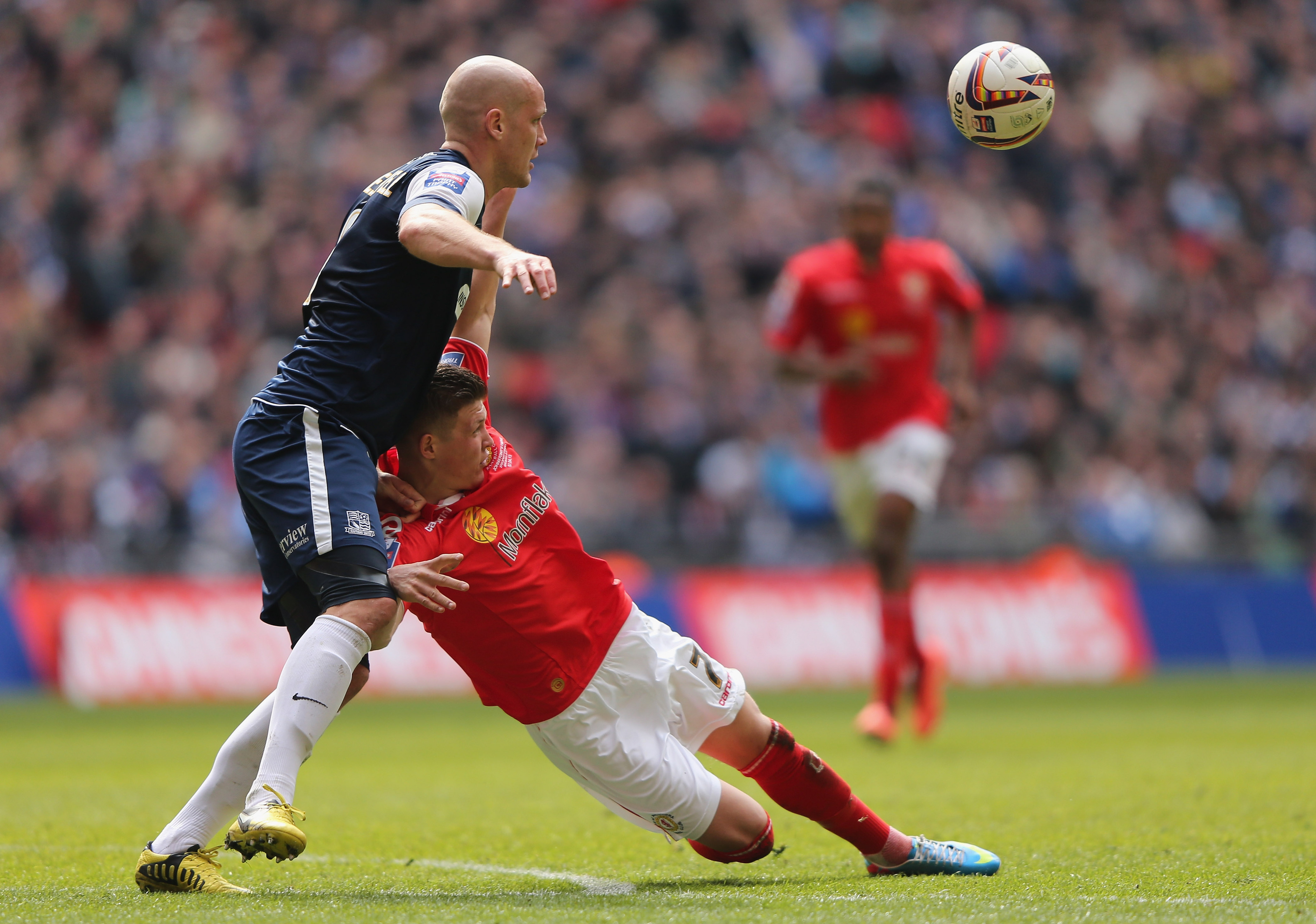 Max Clayton falls down even better than Beckford!