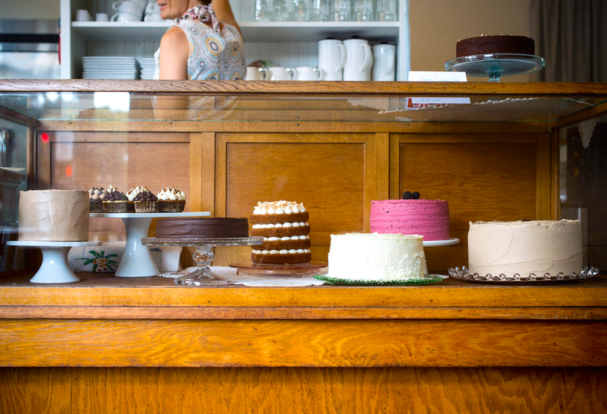 """<a href=""""http://pdx.eater.com/archives/2014/09/03/palace-cakes-open-downtown-portland.php"""">Palace Cakes, Portland</a>"""
