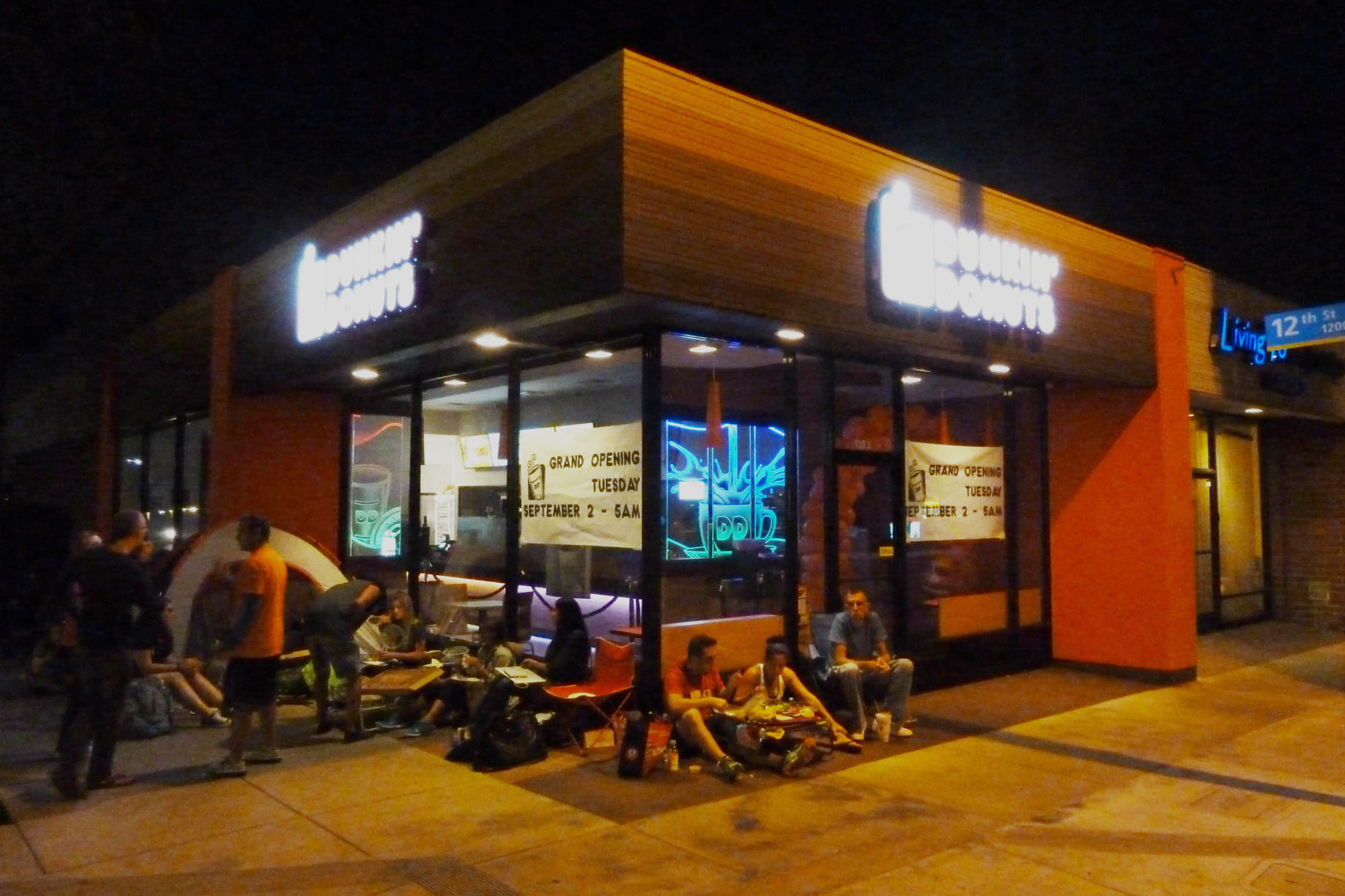 LA's First Dunkin' Donuts Inspires Cronut-Like Lines