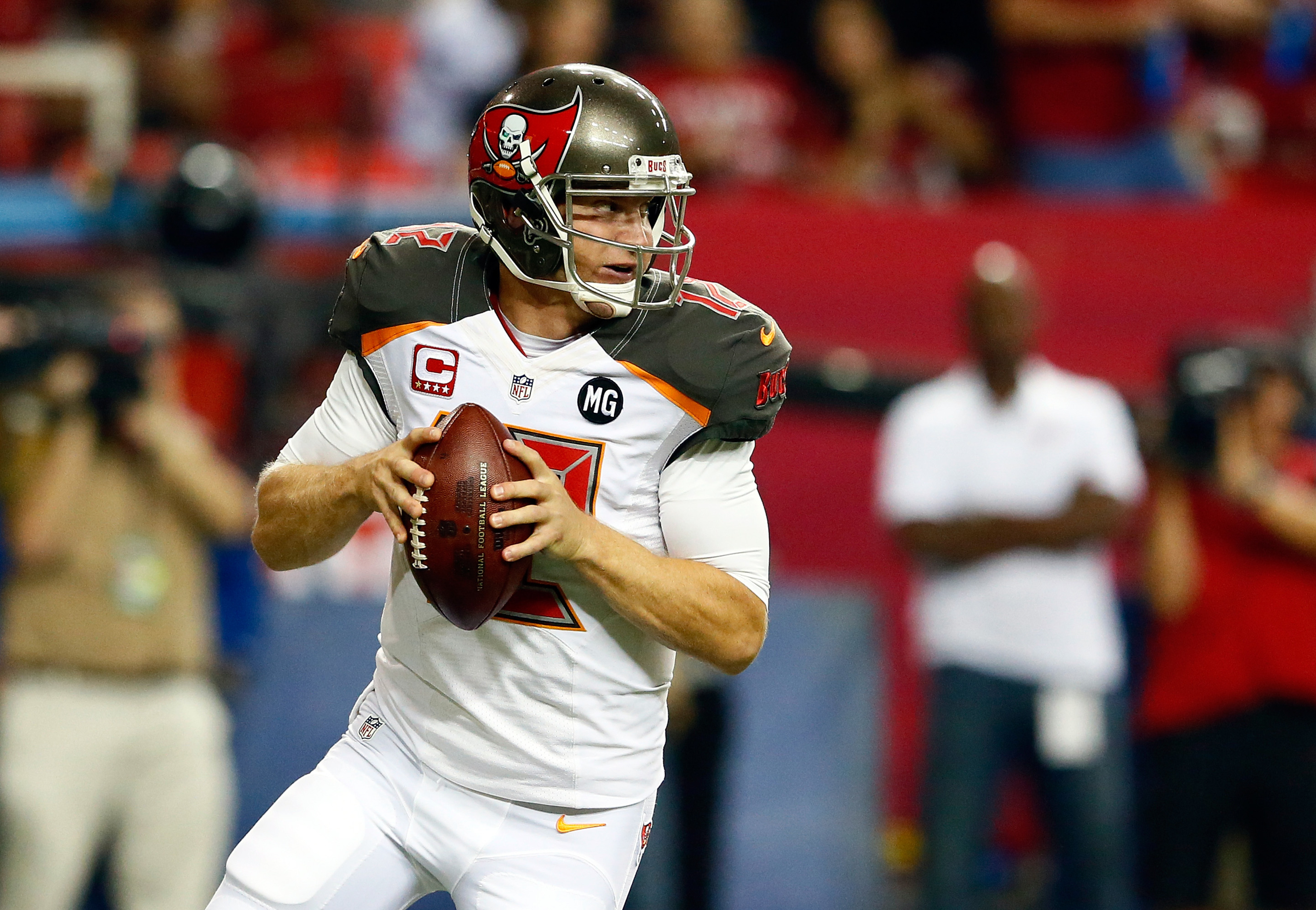 Josh McCown leaves game with apparent hand injury