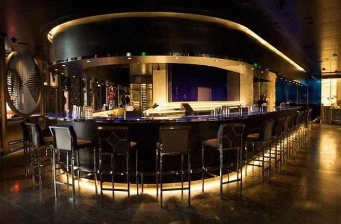 The dramatic U-shaped bar is a defining element of the San Francisco Hakkasan.