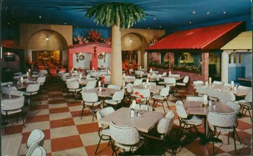 Some old-school El Fenix decor.