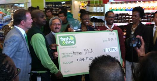 Fresh &amp; Easy CEO <strong>Tim Mason</strong> (far left) looks on as Mayor Ed Lee handles the dough.