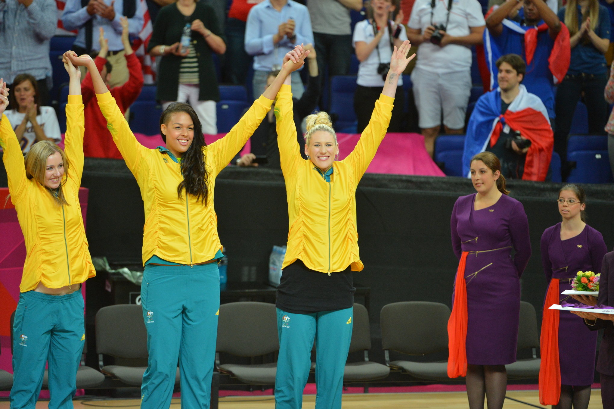 Lauren Jackson (right) hopes that Liz Cambage can use her injury as motivation for the 2016 Olympics.