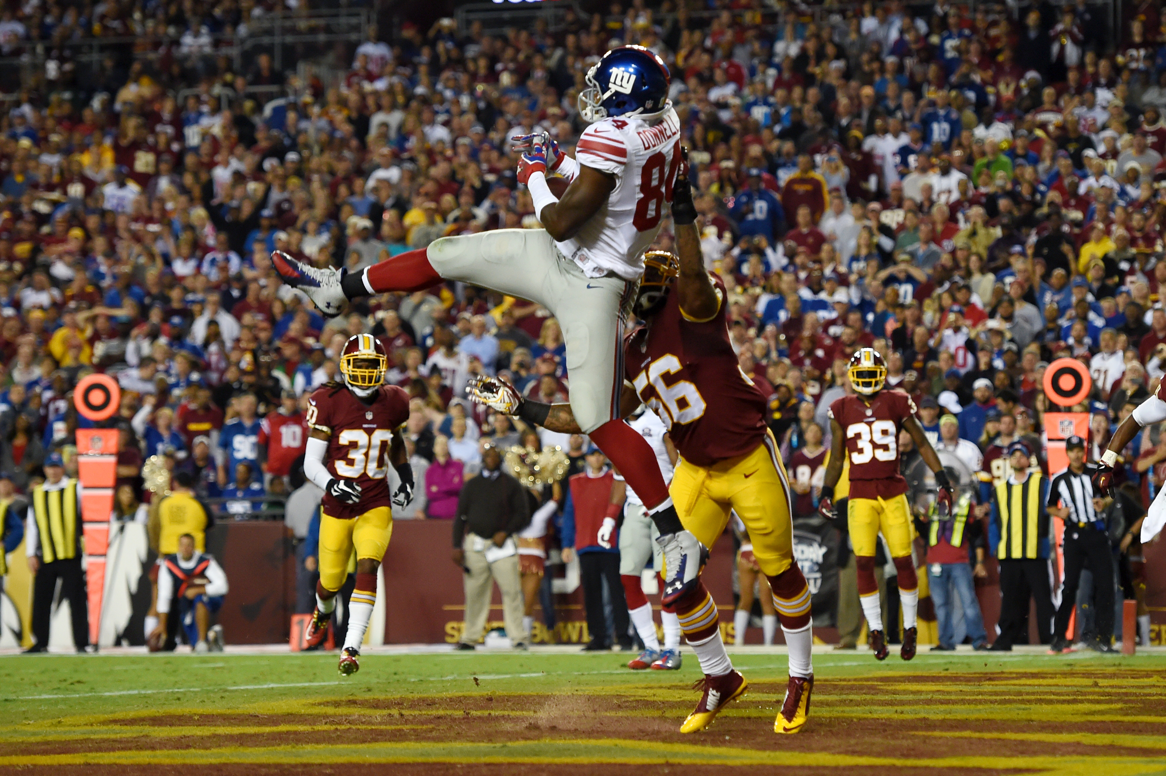 Larry Donnell catches a touchdown pass