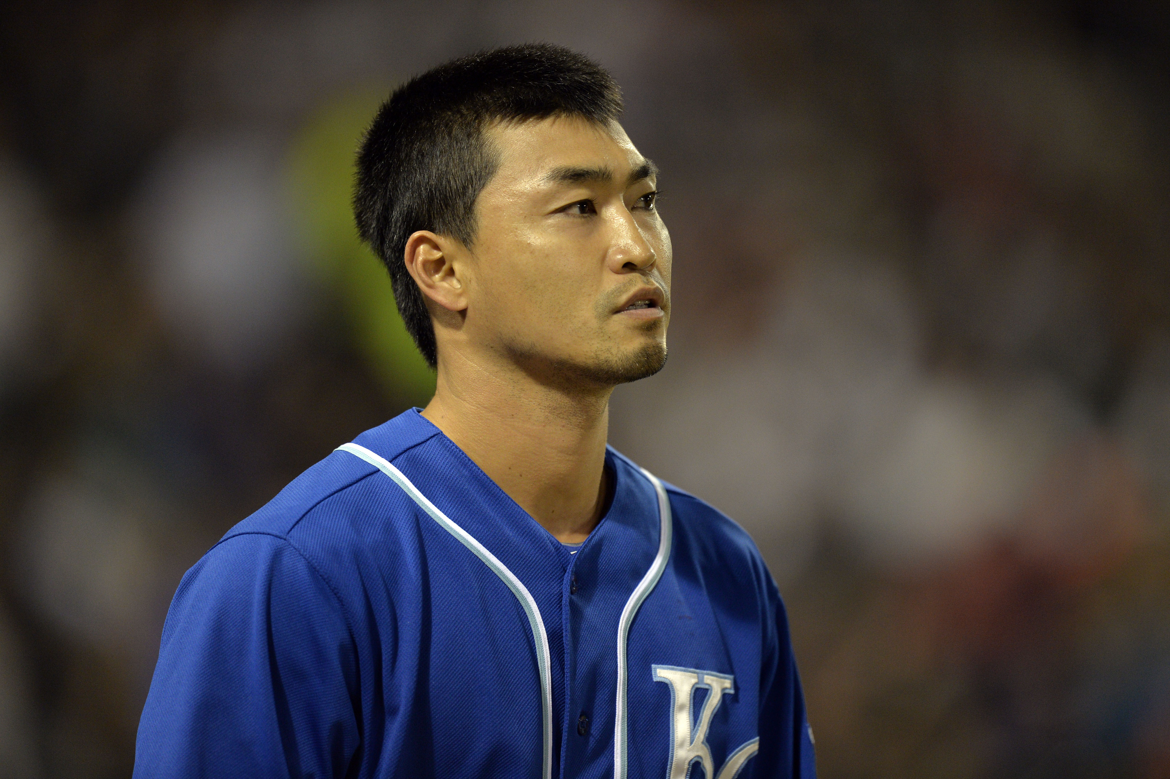 One of the few spin-free photos of Aoki.