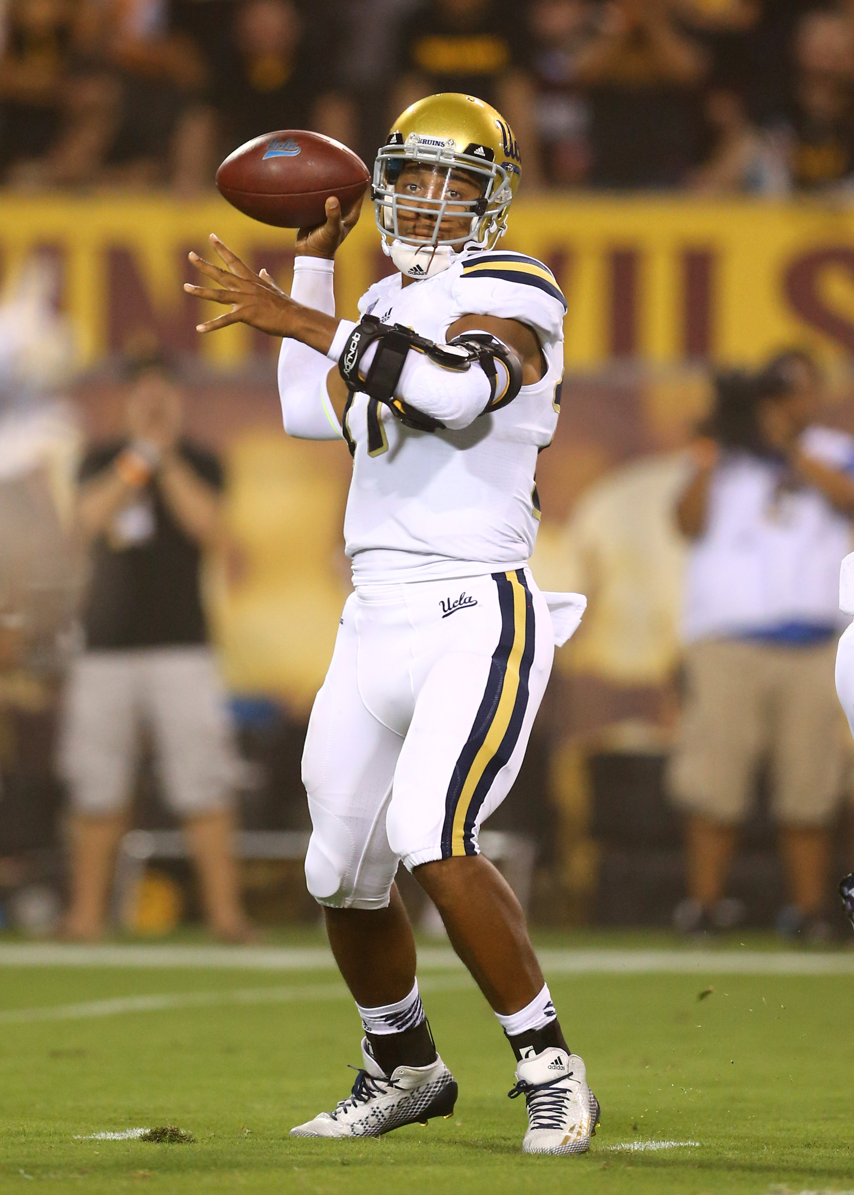 UCLA quarterback and Heisman candidate Bretty Hundley leads his eighth-ranked Bruins against Utah on Saturday.