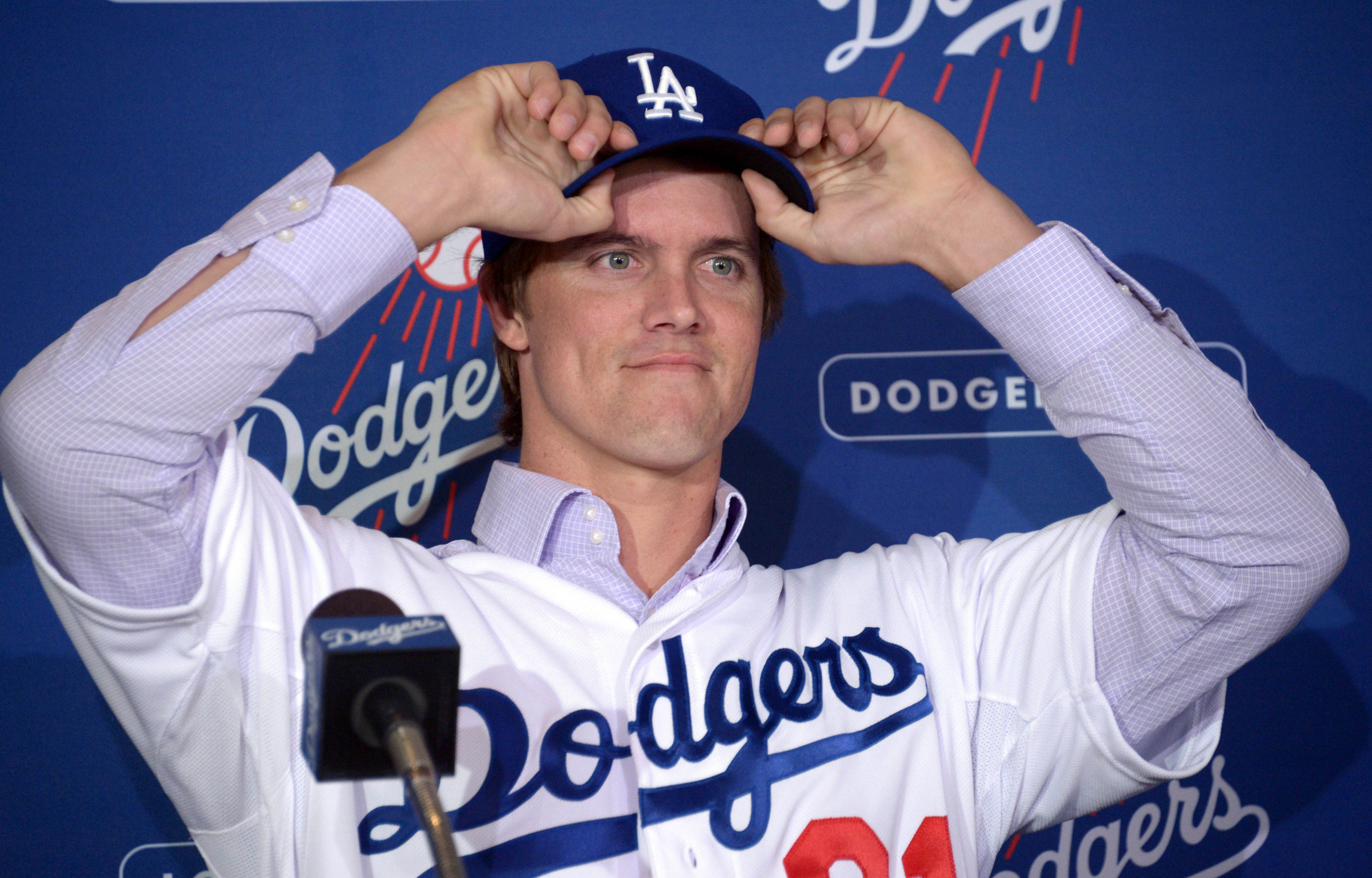 Zack Greinke signs with the Los Angeles Dodgers