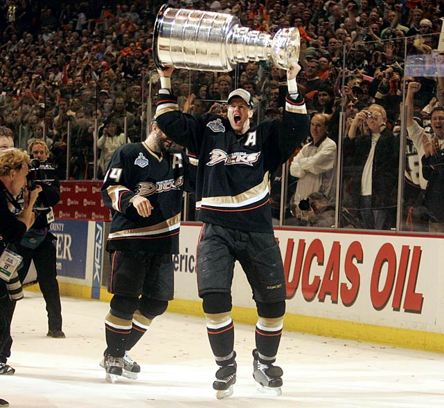 Pronger celebrates with the Stanley Cup in 2007