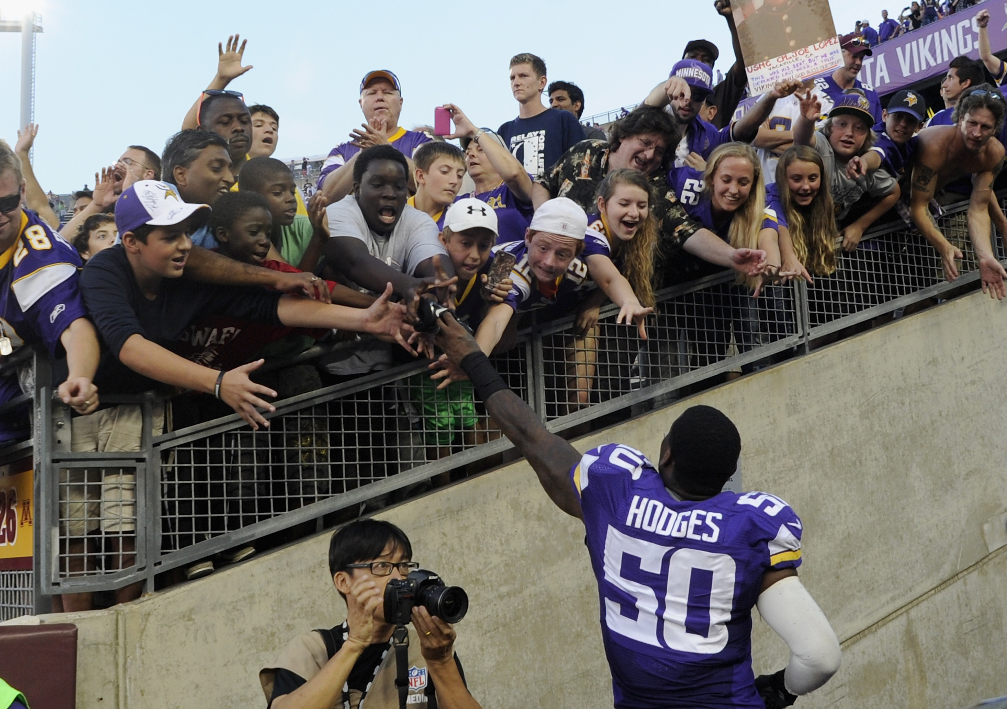 Fans congratulate Gerald Hodges for not getting arrested.