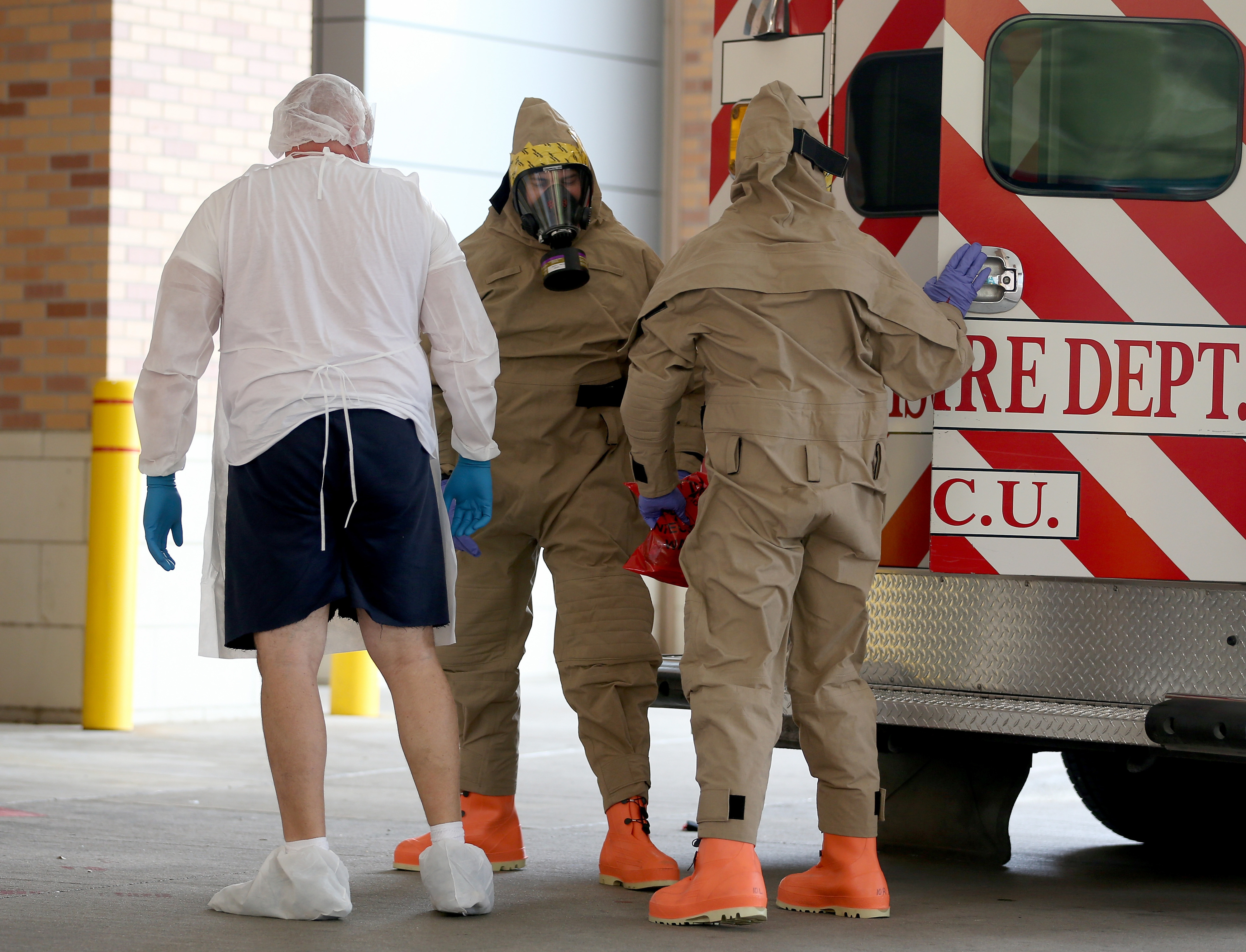 3 US hospitals stopped Ebola from spreading. Why didn't Texas?