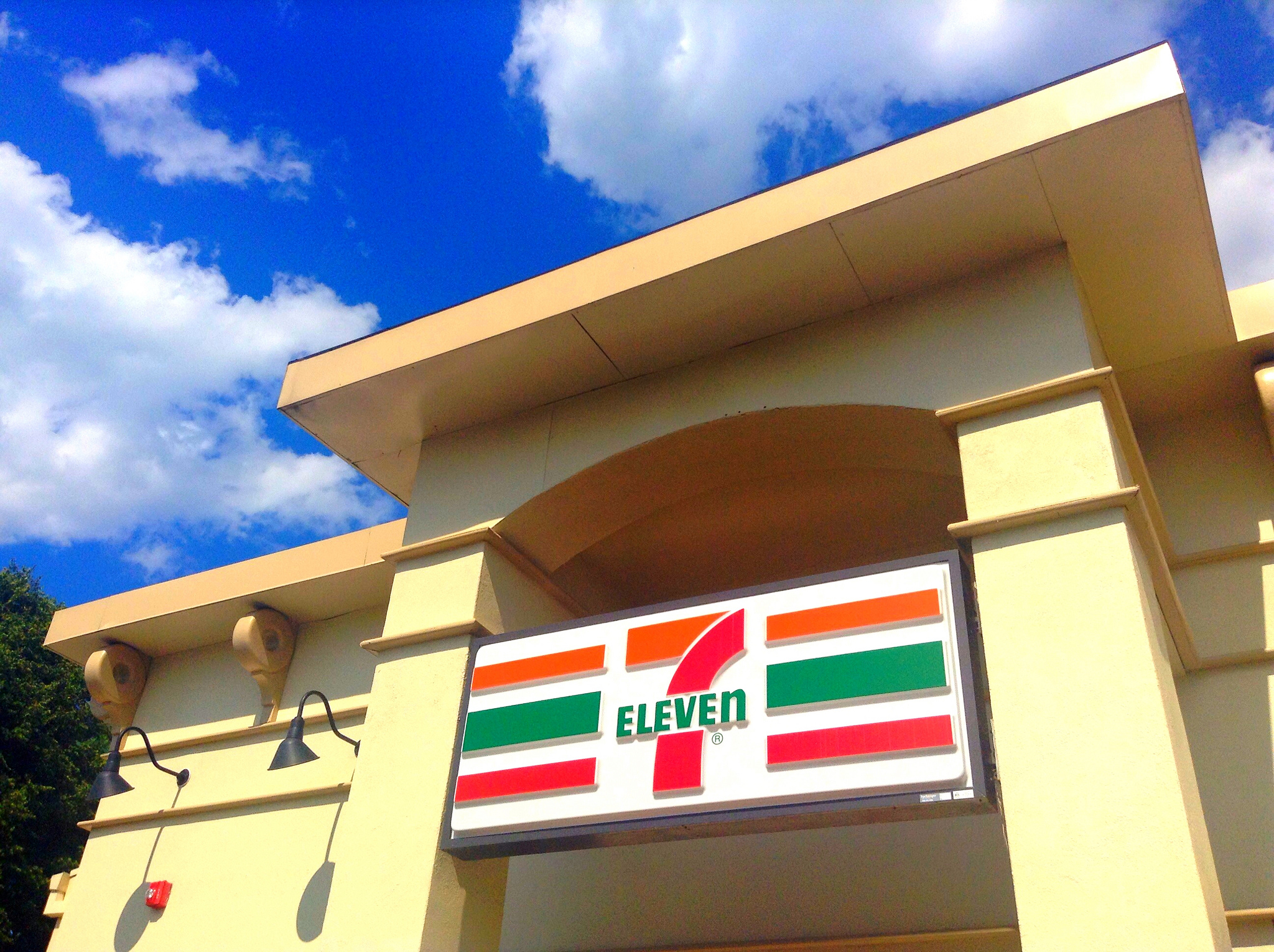Man Threatens to Kill 7-Eleven Employee Over Nacho Cheese