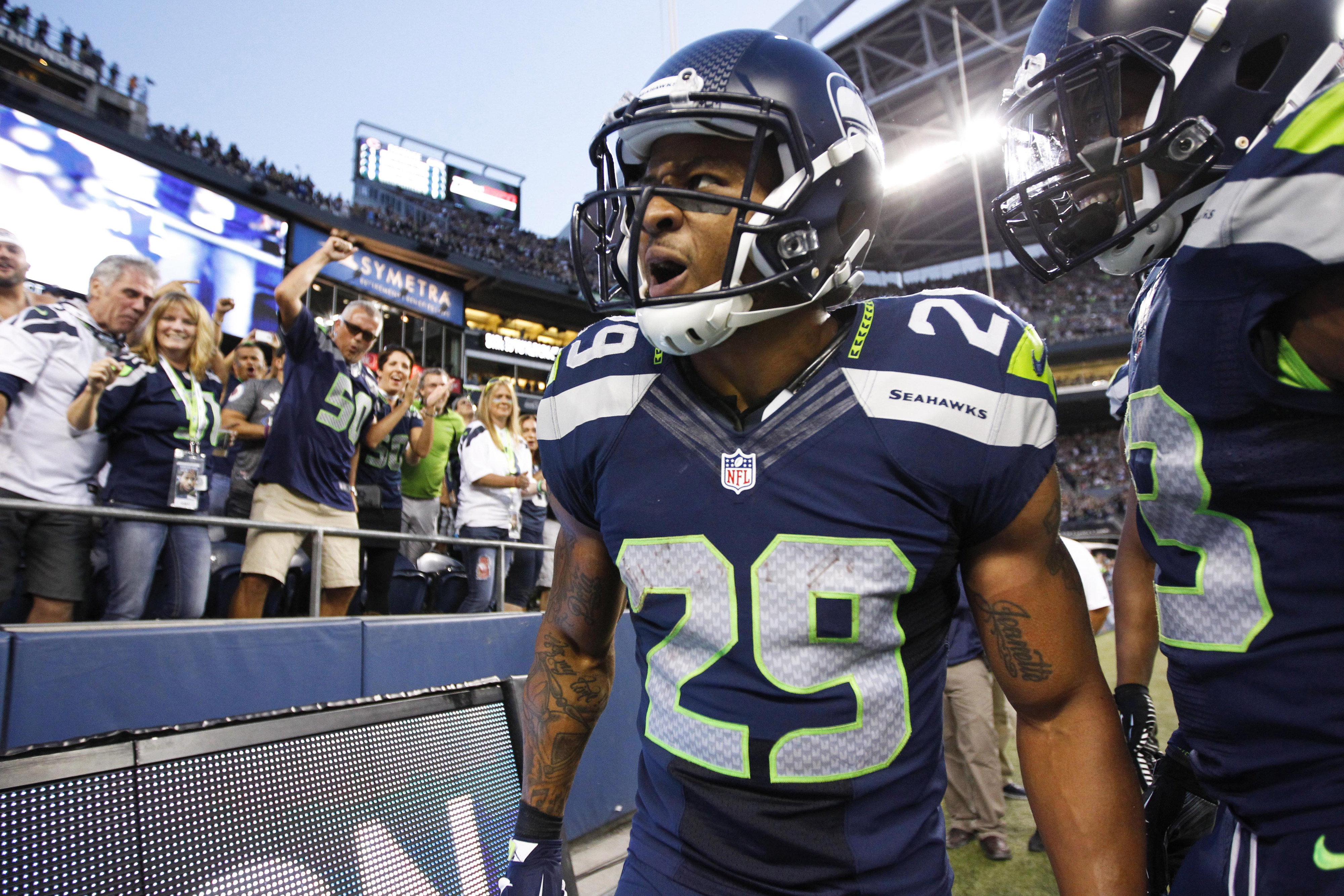 Earl Thomas says Russell Wilson 'not black enough' story is 'insult to our race'