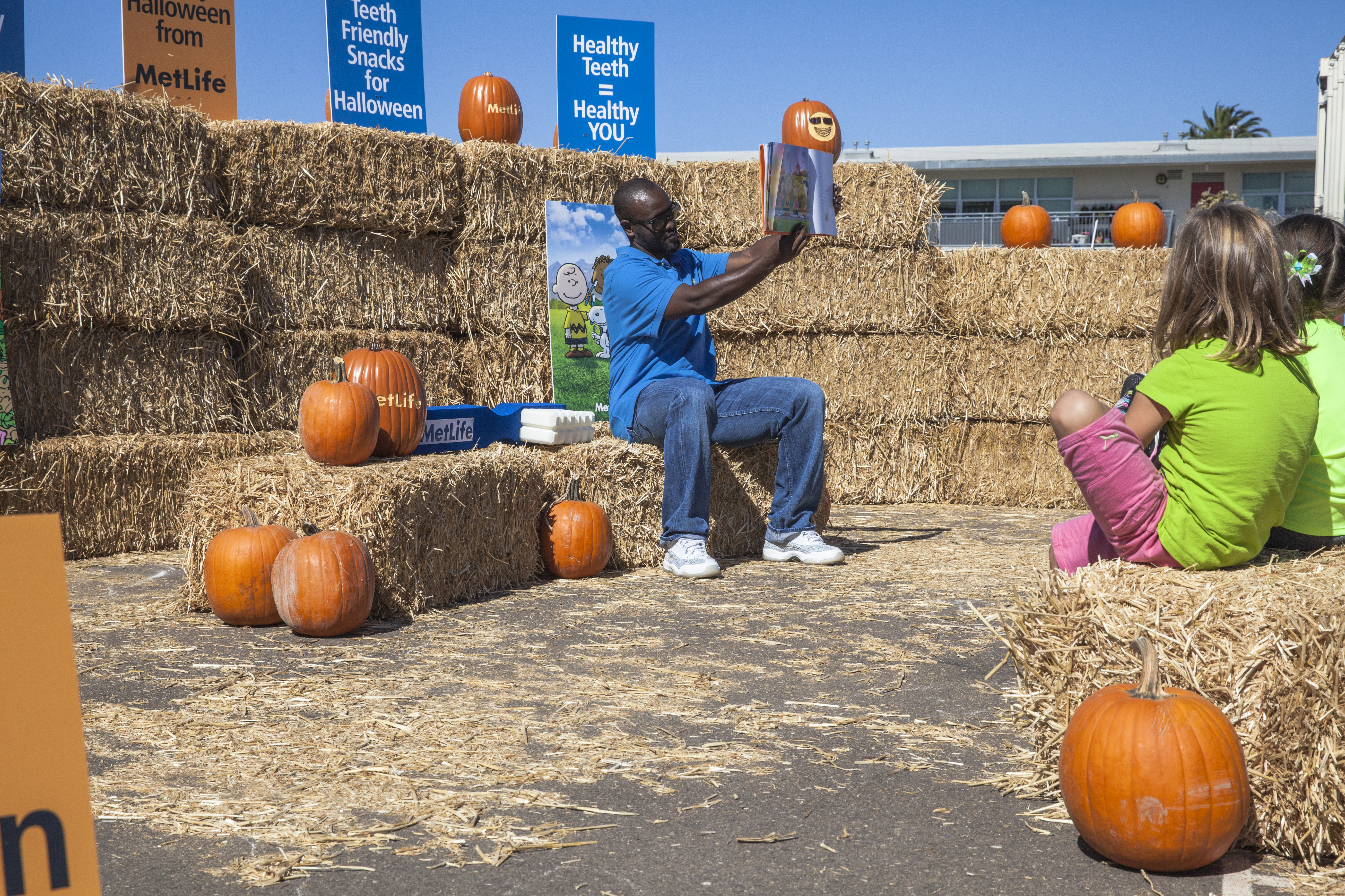 Tony Gwynn, Jr., baseball outfielder and San Diego native, joins MetLife to read It's The Great Pumpkin Charlie Brown in a pop-up pumpkin patch at Alice Birney Elementary to celebrate Open Enrollment season and Halloween.