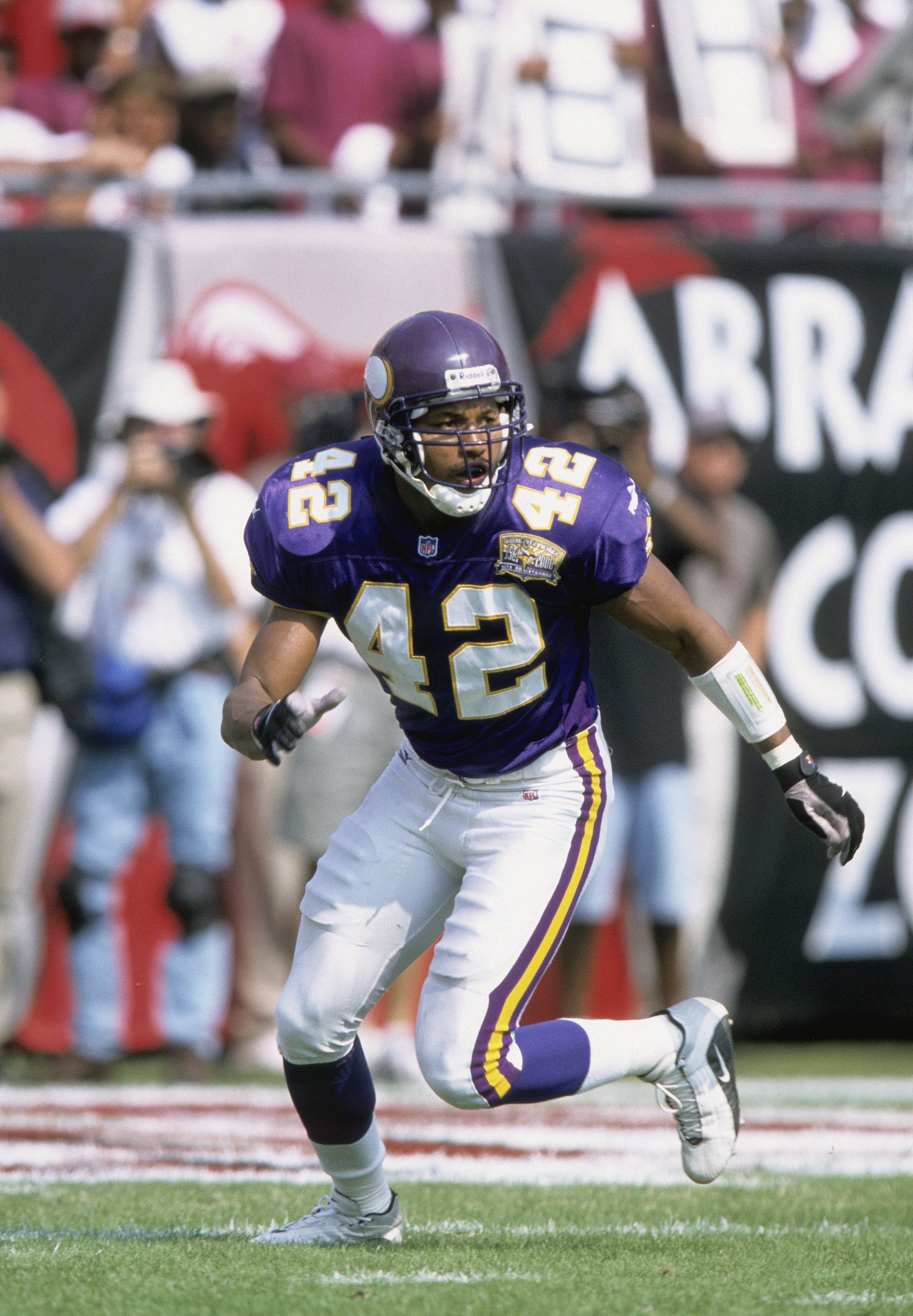 TAMPA, FL - OCTOBER 29: Orlando Thomas #42 of the Minnesota Vikings lines up against the Tampa Bay Buccaneers at Raymond James Stadium on October 29, 2000 in Tampa, Florida.