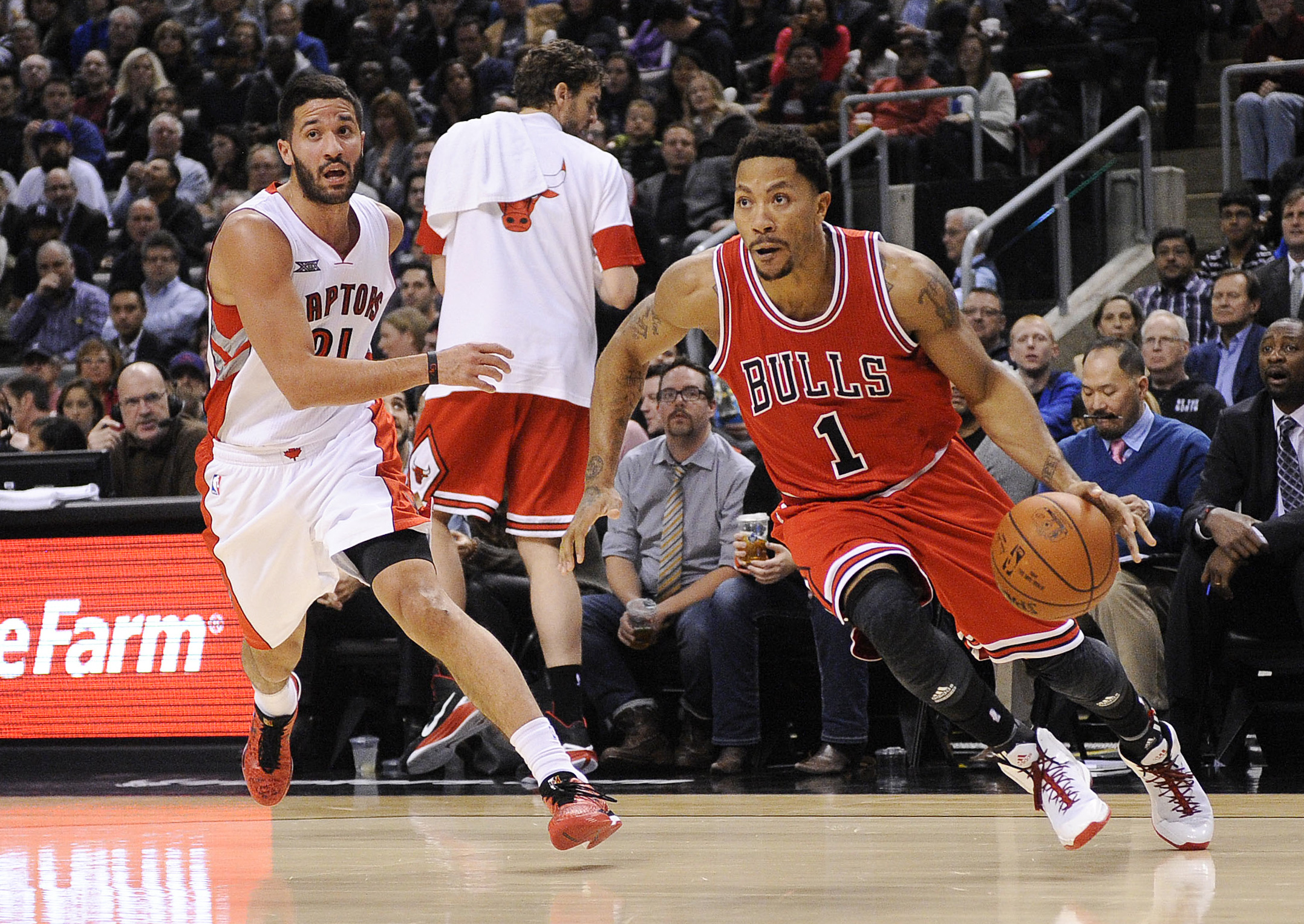 NBA scores: The Bulls win in Toronto but Derrick Rose gets hurt