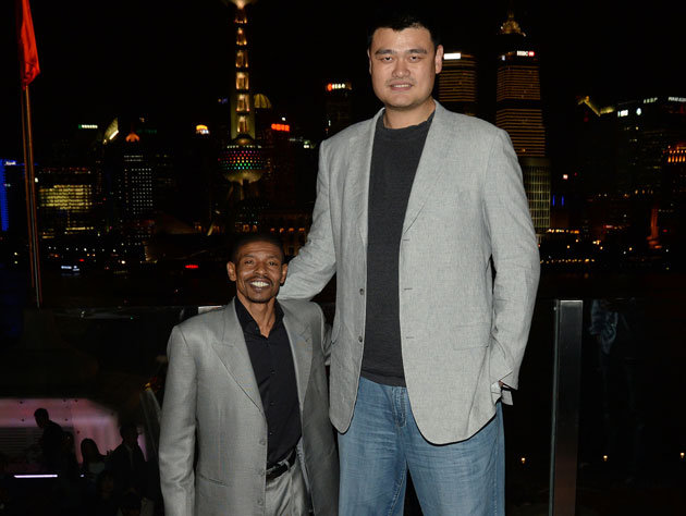 Love the matching blazers on Yao and Muggsy