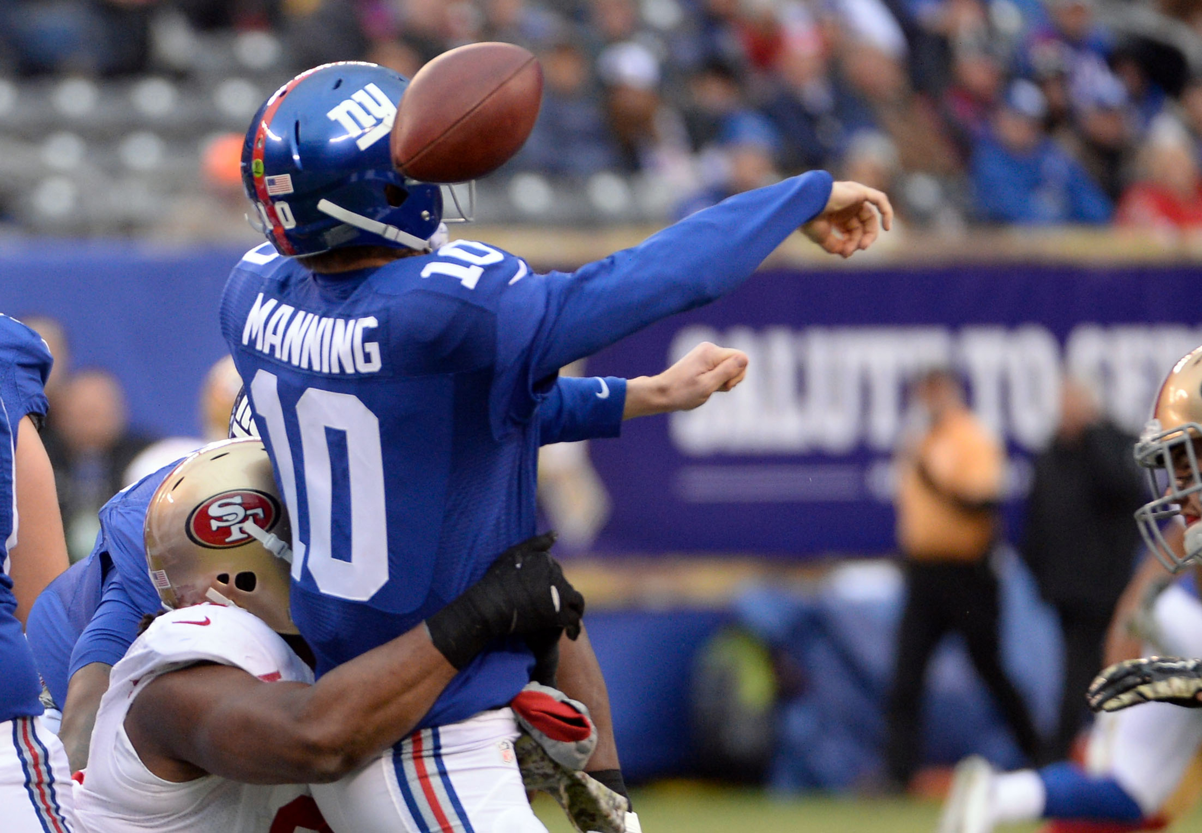 Eli Manning fumbles when hit by Ray McDonald of San Francisco