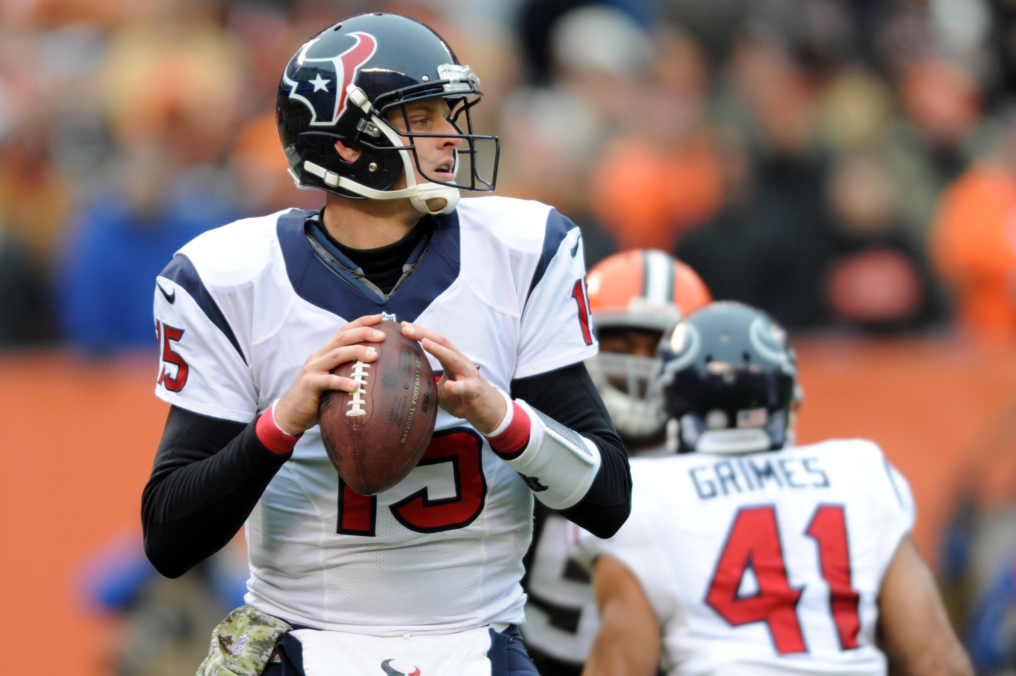 Ryan Mallett reads the defense during his first NFL start and win in Cleveland