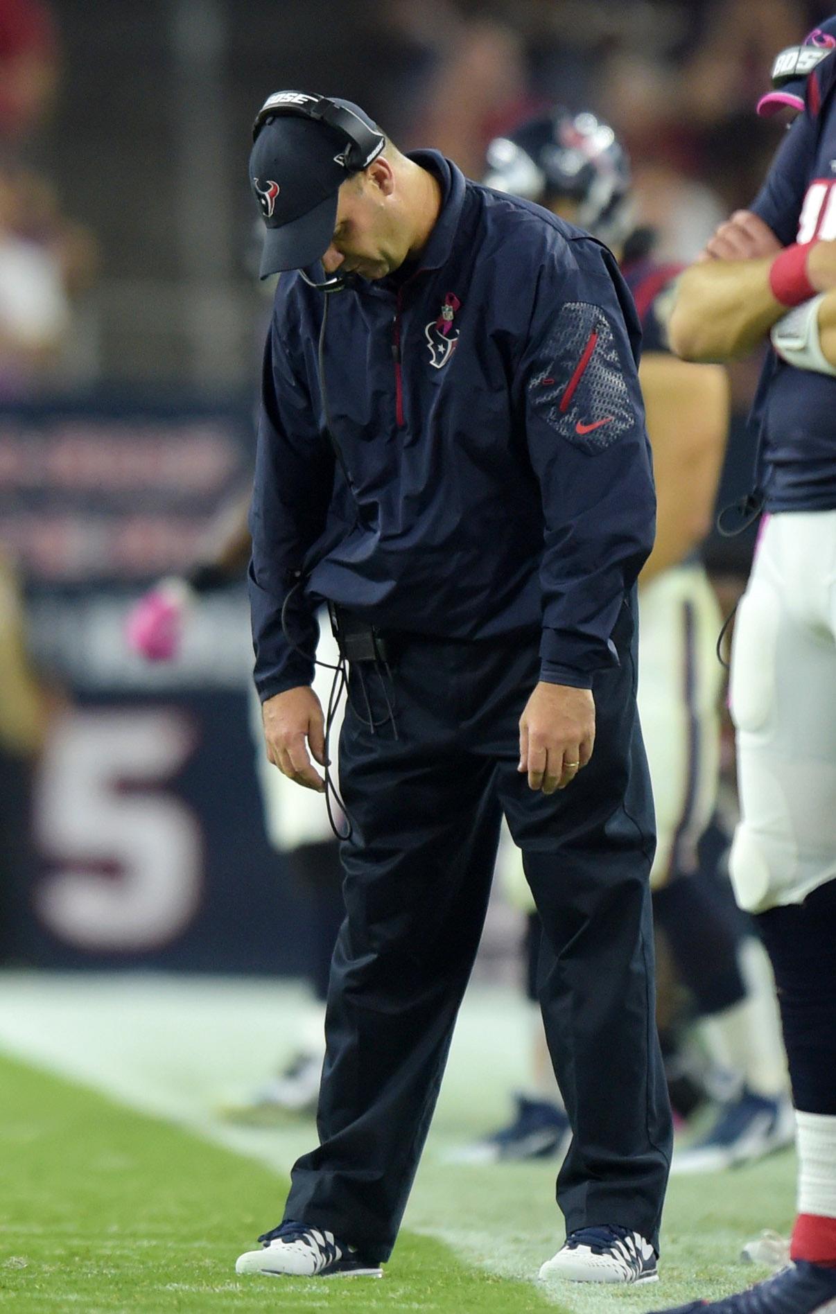 Houston Texans head coach Bill O'Brien haz a sad, az he should haz.