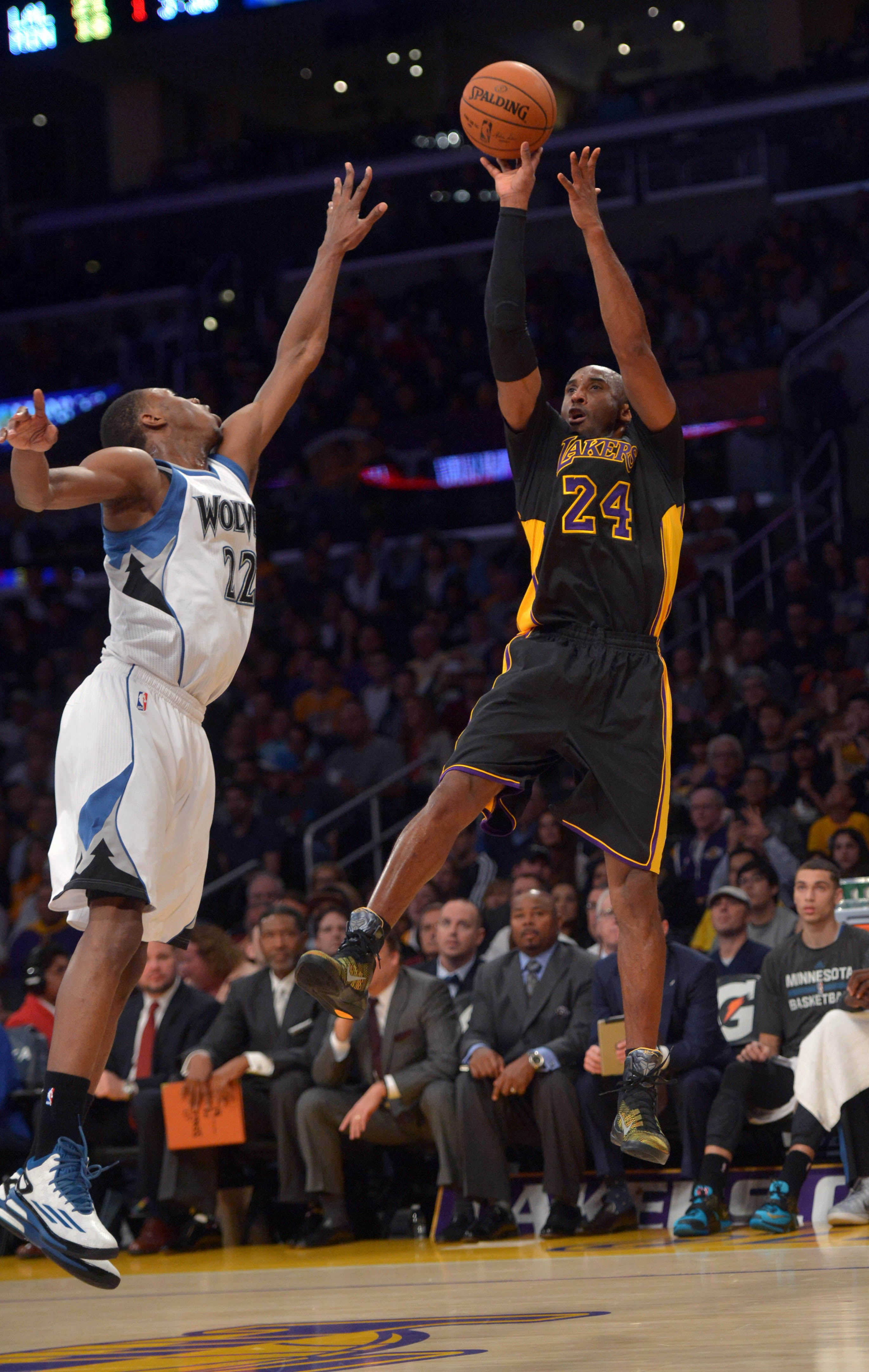 Kobe Bryant misses game-winner, Lakers now worst in West
