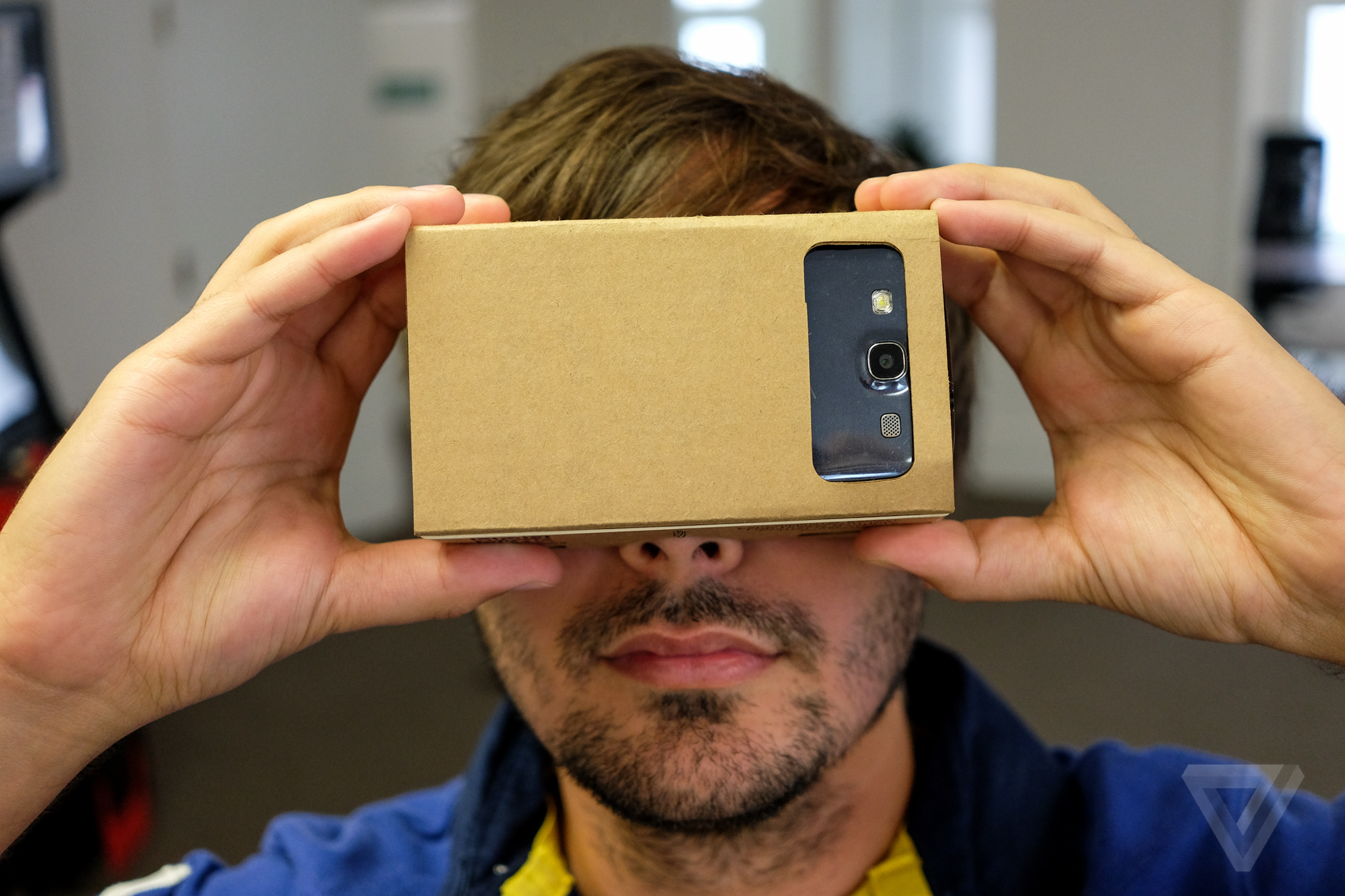 Google throws its weight behind cheap Cardboard virtual reality