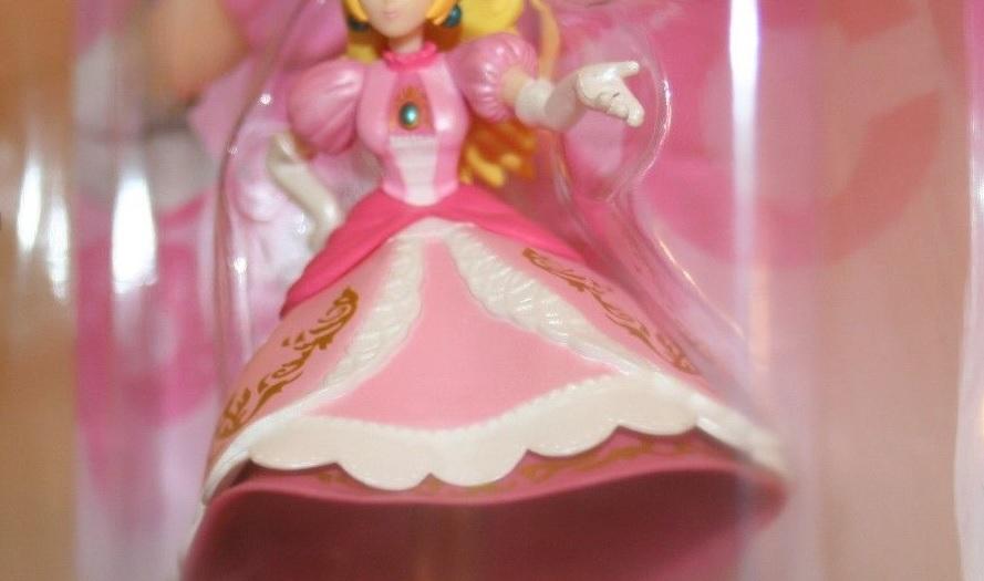 Legless Princess Peach amiibo sells for $25,100 on eBay
